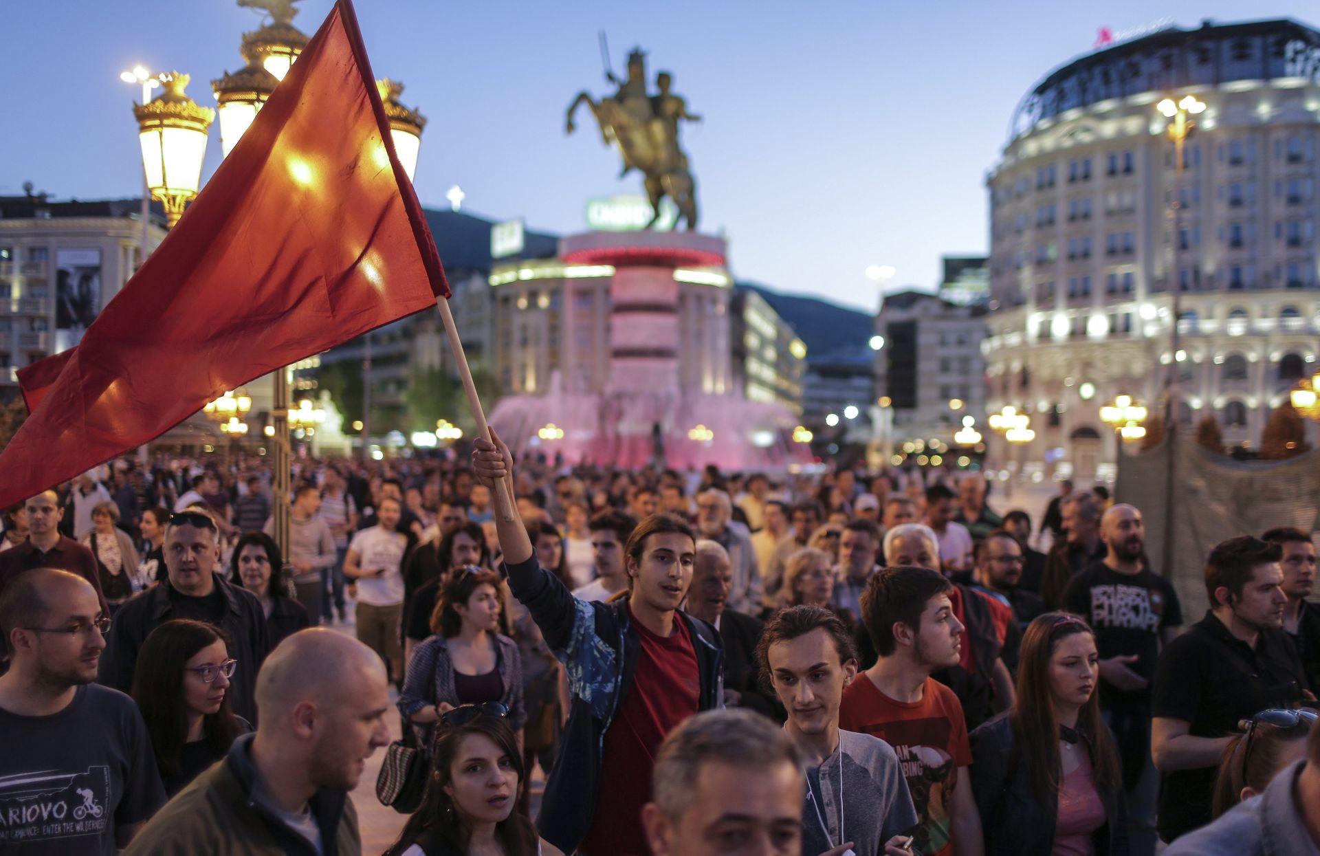 PROSVJEDI: Tisuće ljudi na ulicama Skoplja, traži se odlazak predsjednika