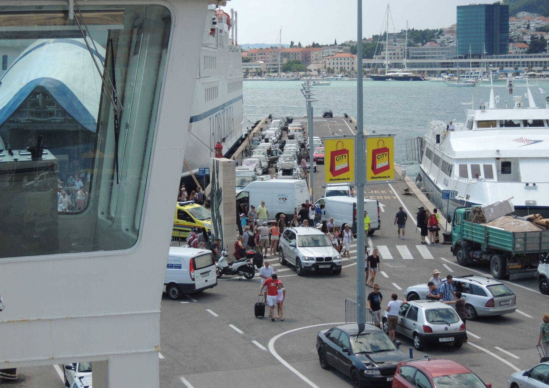 HURS: Kaznena prijava vlasniku Trajektne luke Split i najava prosvjeda