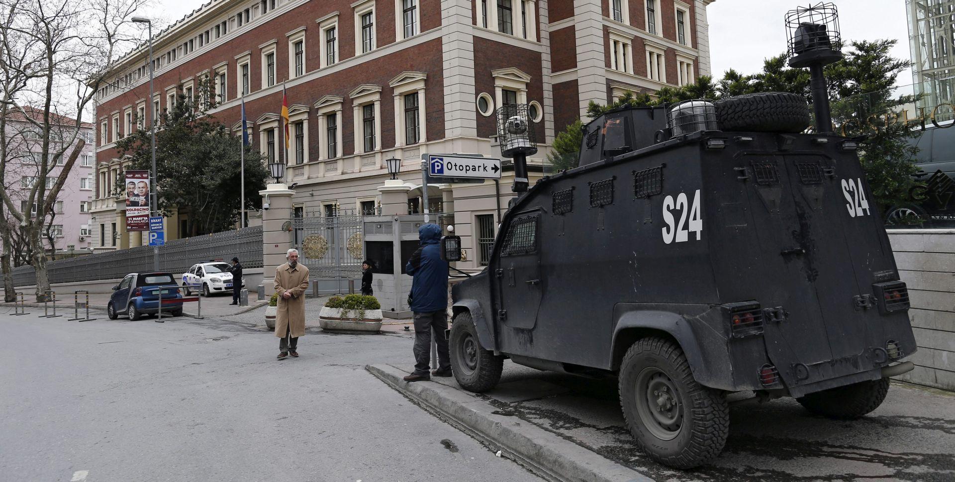 NAKON UPOZORENJA SAD-a: Turska policija detonirala torbu na Taksimu