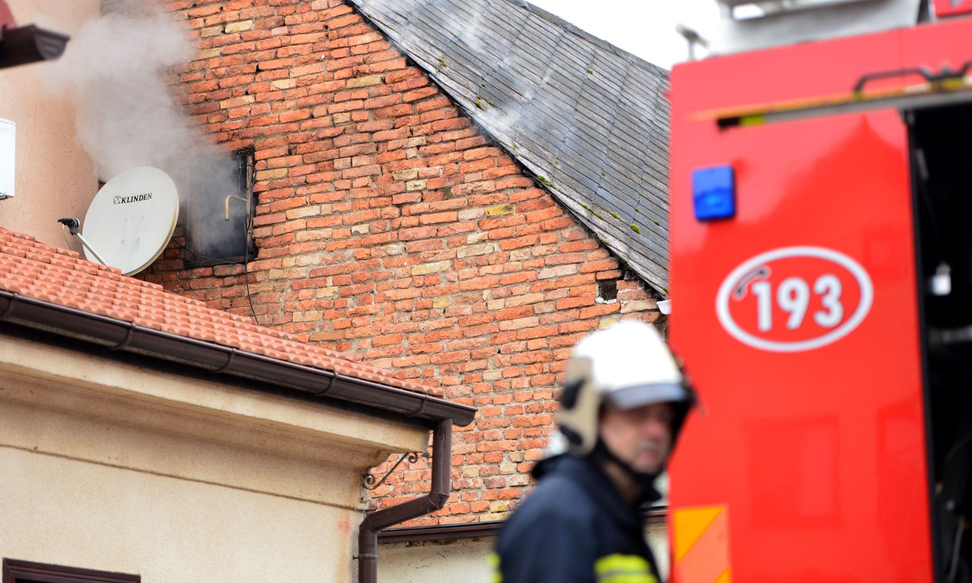 POŽAR U ROMSKOM NASELJU: Izgorjela kuća, jedna osoba ozlijeđena