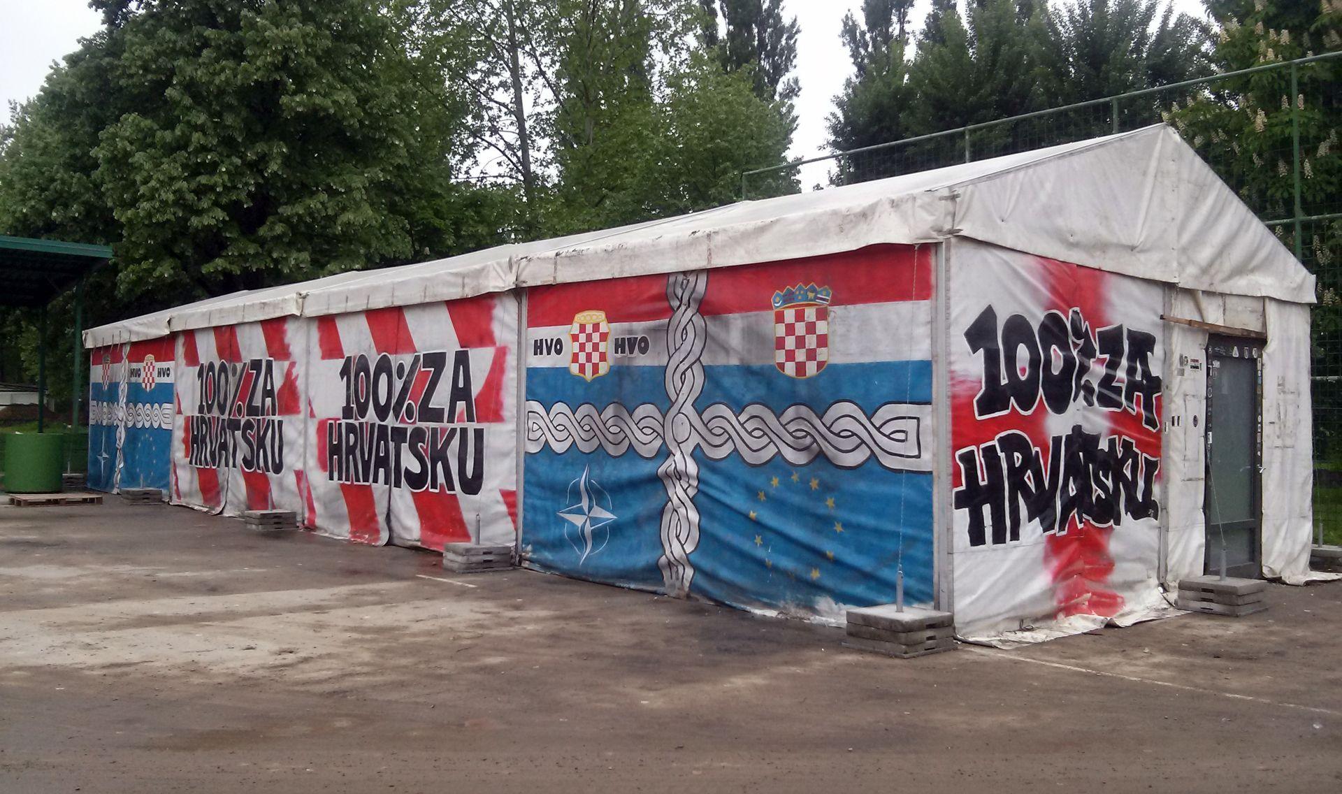 Unatoč protivljenju vukovarskih branitelja: Šator iz Savske donesen u Vukovar
