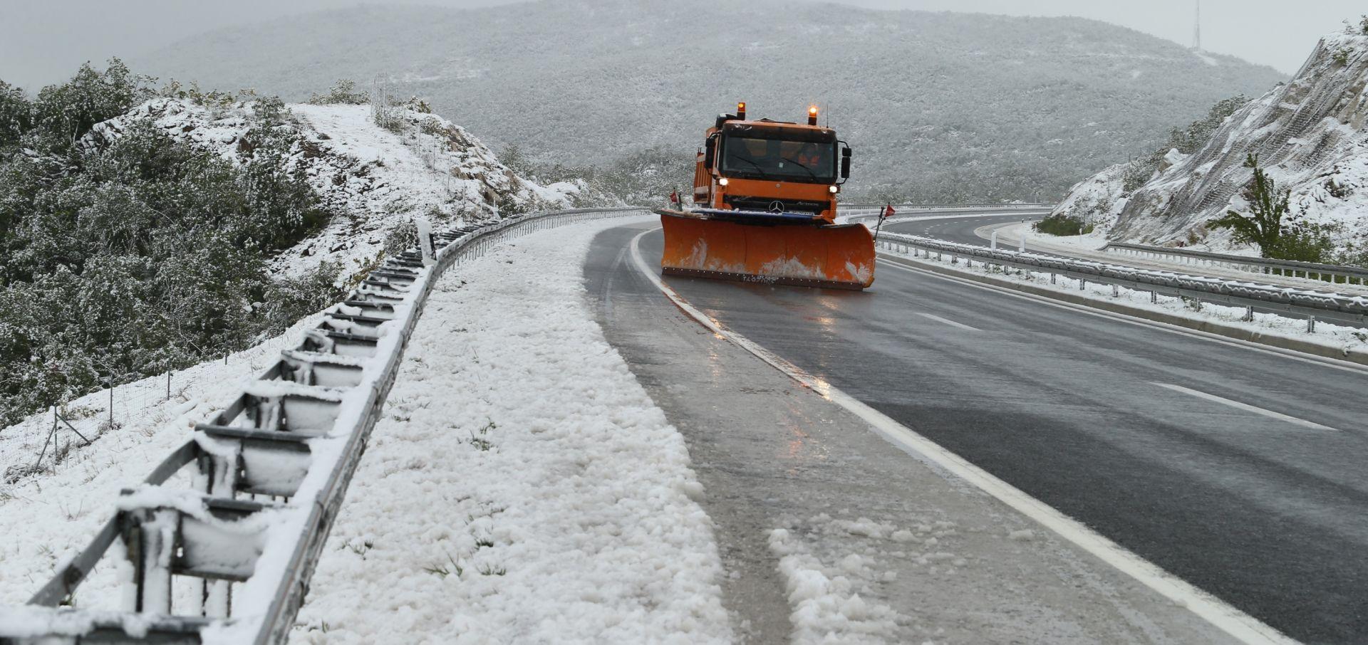 POVRATAK ZIME: Pao snijeg visine do desetak centimetara na području općine Zagvozd