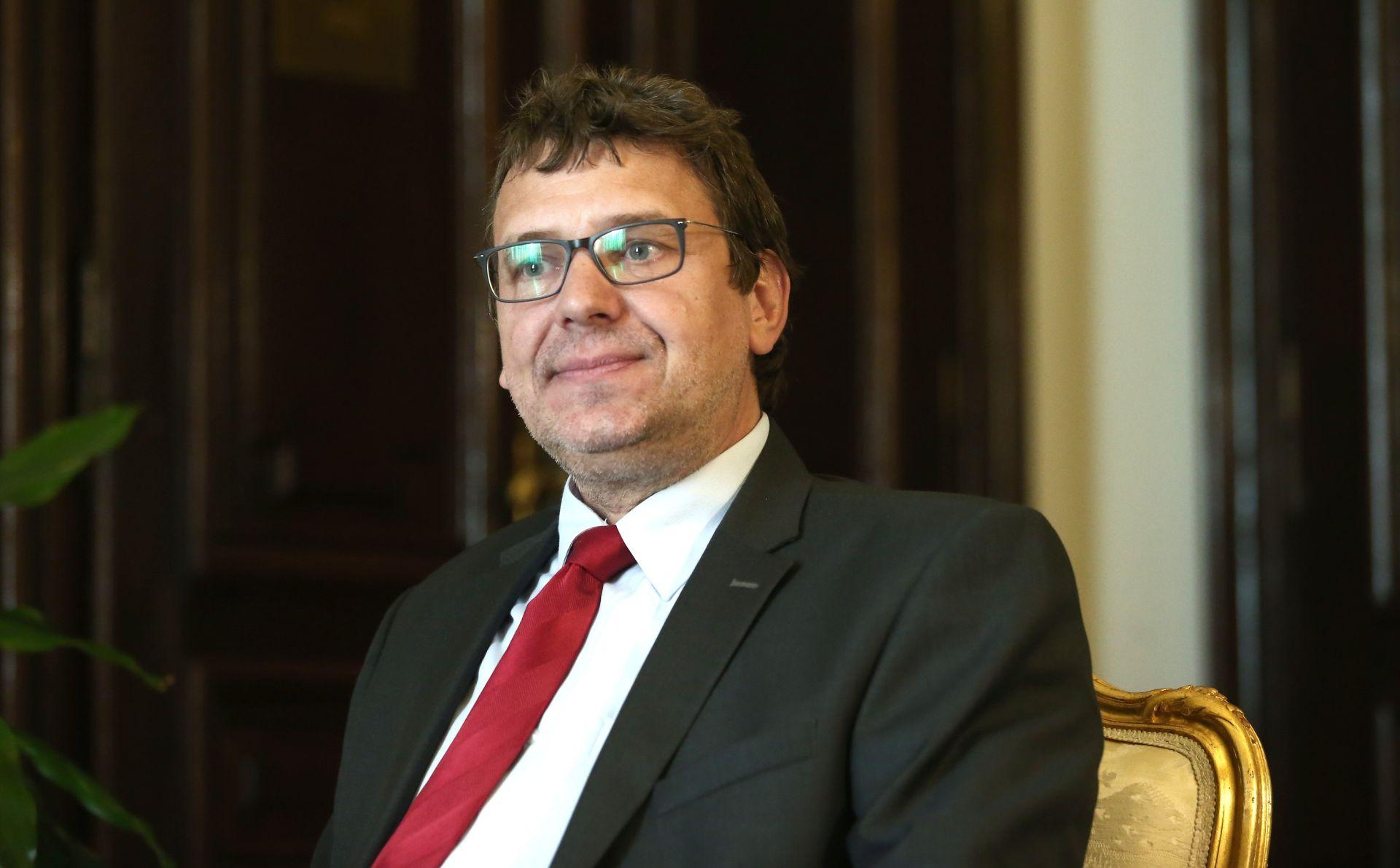 Hrvati u Srbiji žele zajamčeni mandat u srbijanskom parlamentu
