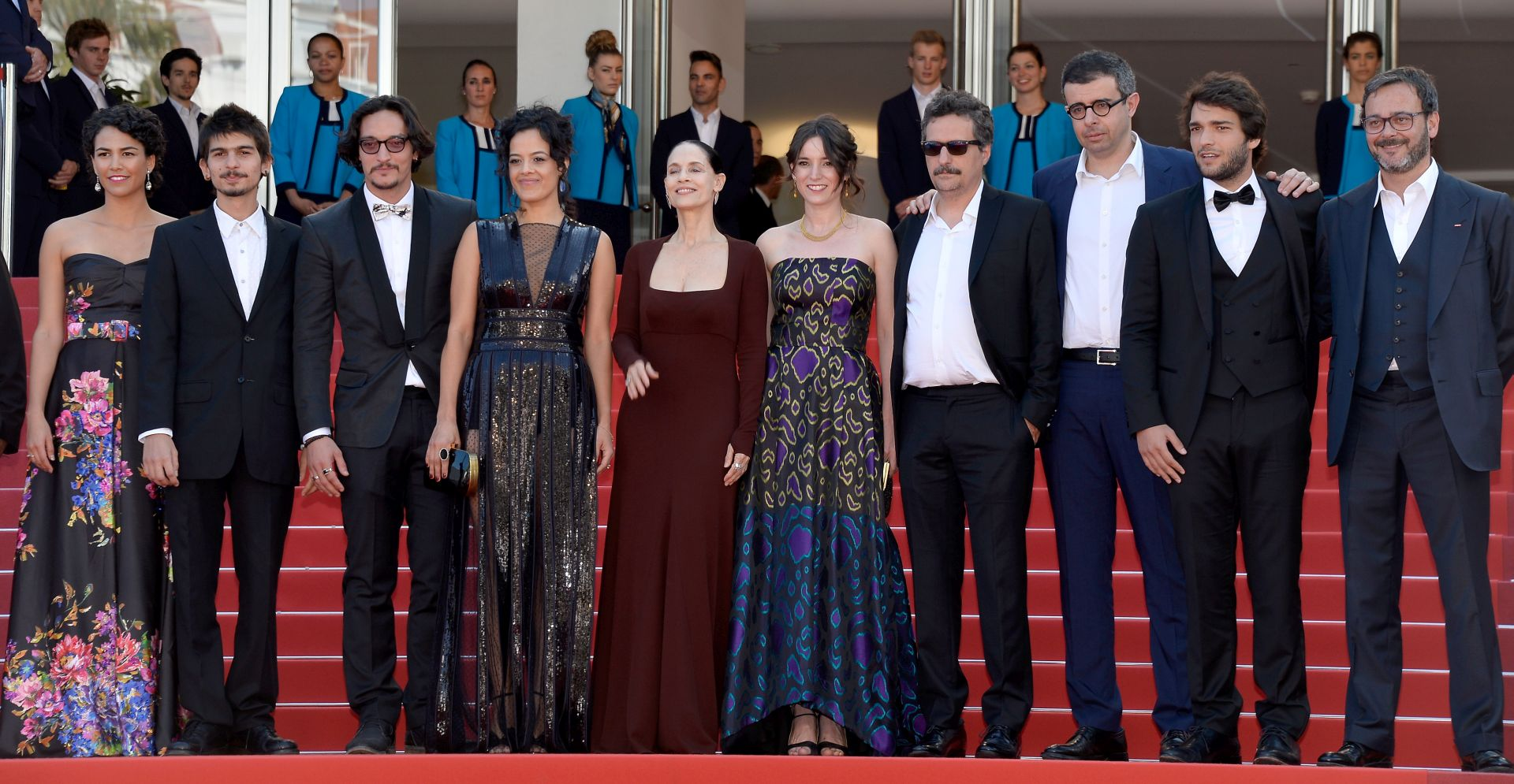 Barbara Colen, Maeve Jinkings, Sonia Braga,  Emilie Lesclaux, Kleber Mendonca Filho, Saïd Ben Saïd, Humberto Carrao i Michel Merkt (Photo by Pascal Le Segretain/Getty Images)