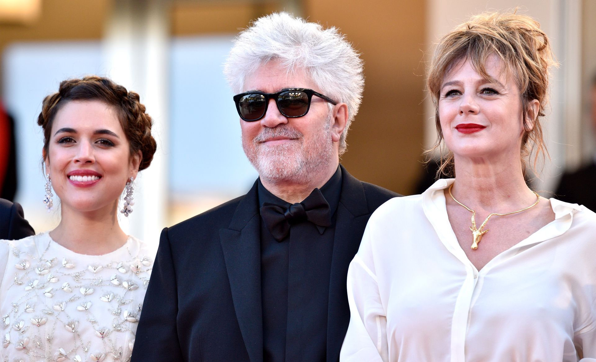 Adriana Ugarte, Pedro Almodovar i Emma Suarez  (Photo by Clemens Bilan/Getty Images)