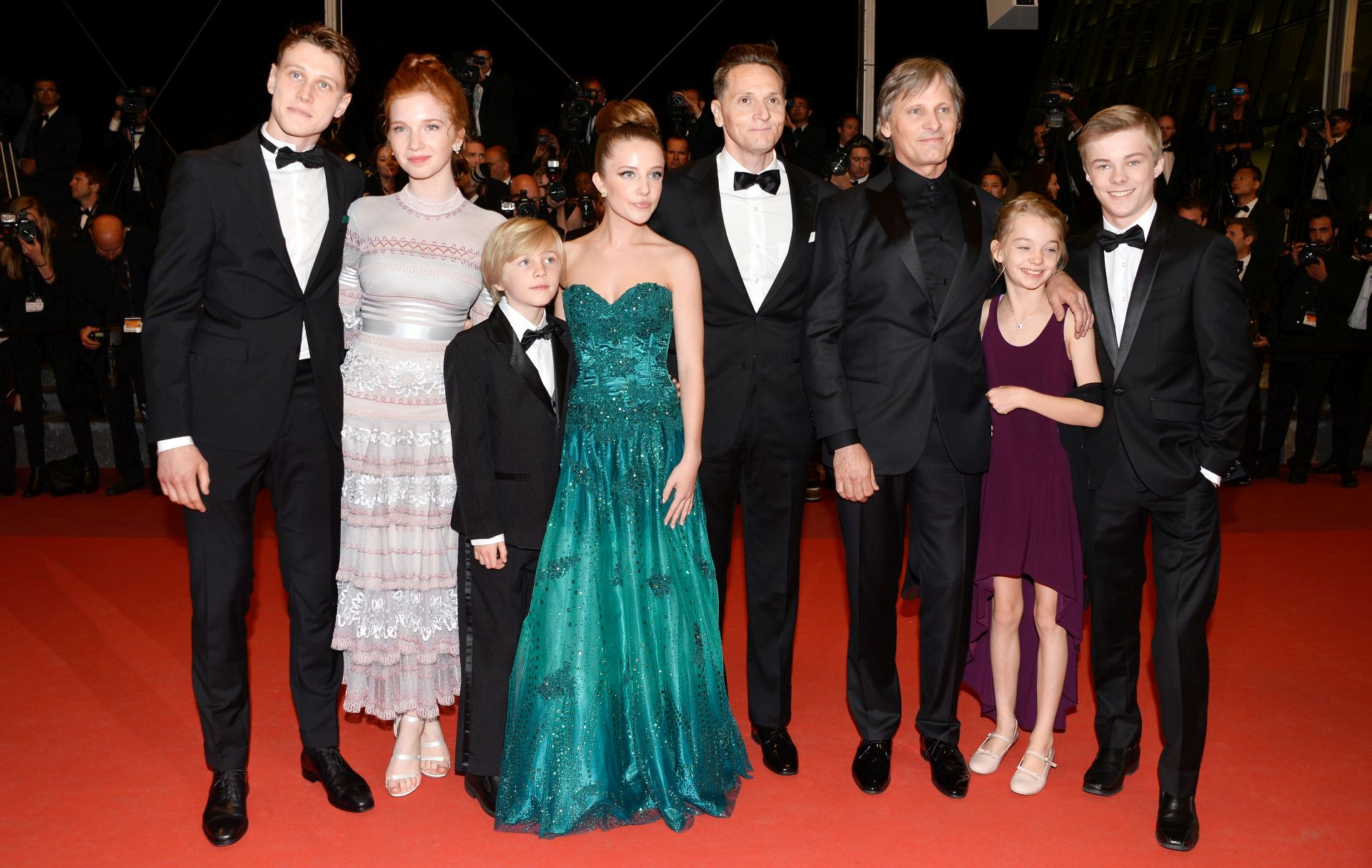 George MacKay, Annalise Basso, Charlie Shotwell, Samantha Isler, director Matt Ross, Viggo Mortensen, Shree Crooks i Nicholas Hamilton (Photo by Pascal Le Segretain/Getty Images)