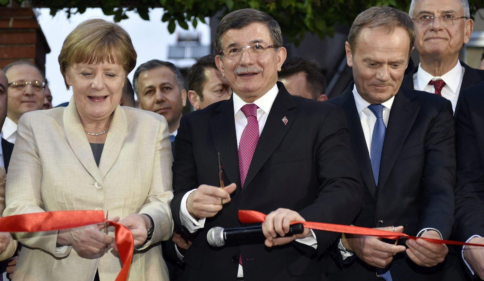 TURSKI MEDIJI Davutoglu odstupa sa premijerske pozicije nakon izvanrednog kongresa stranke