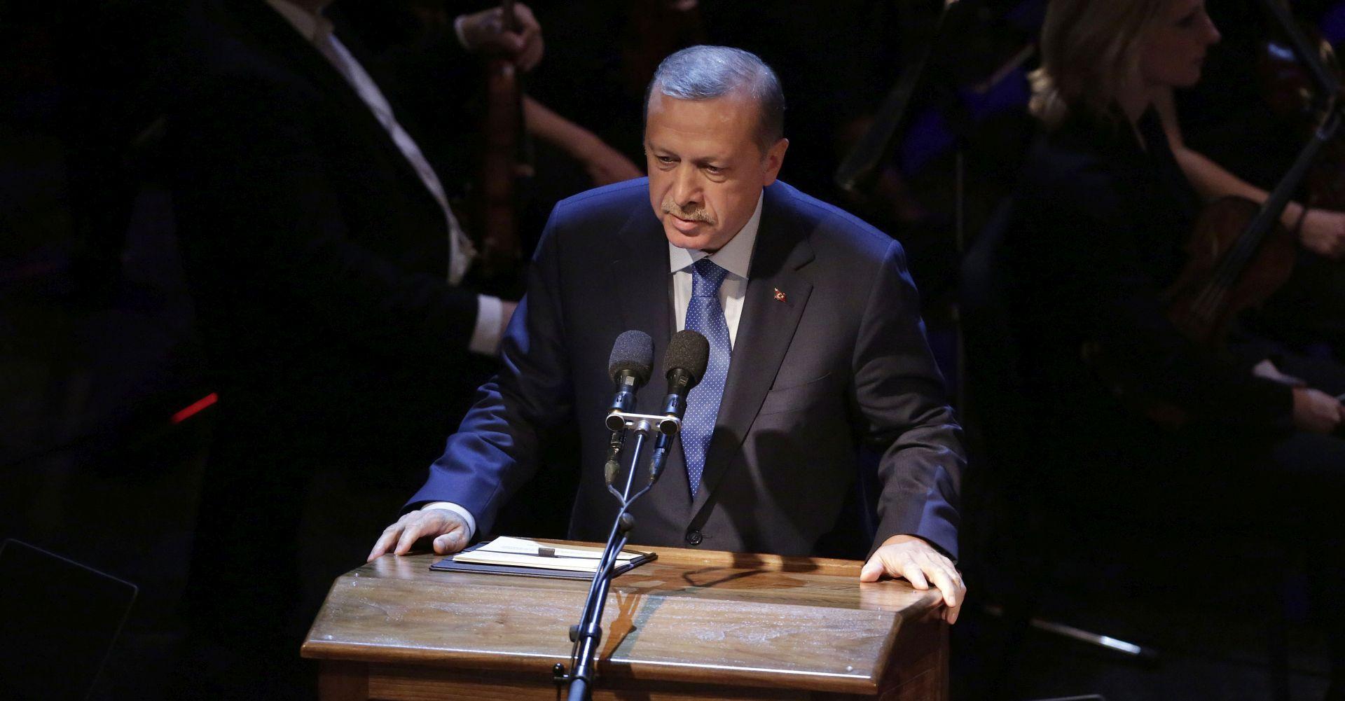 Erdogan: Turska ostavljena sama protiv IS-a