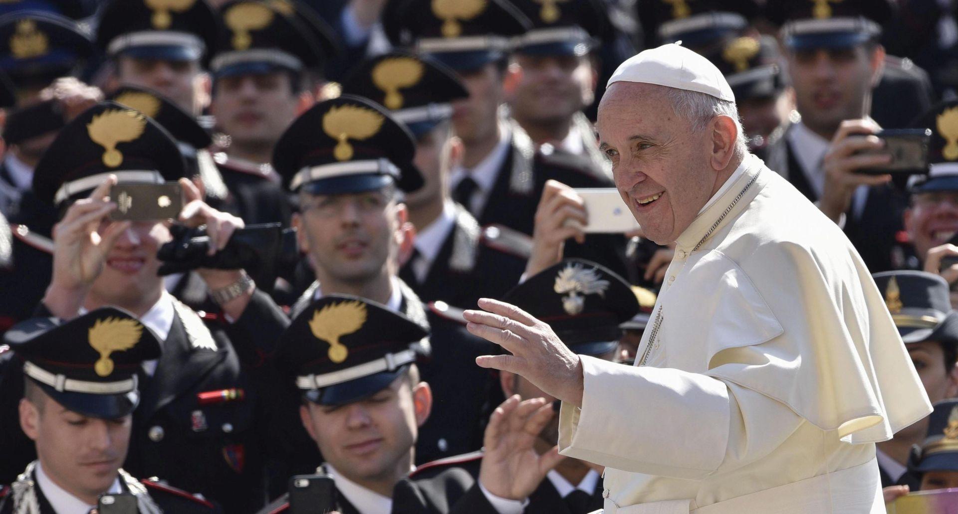 Vatikan umanjuje nade da će Papa dopustiti zaređivanje žena za đakone