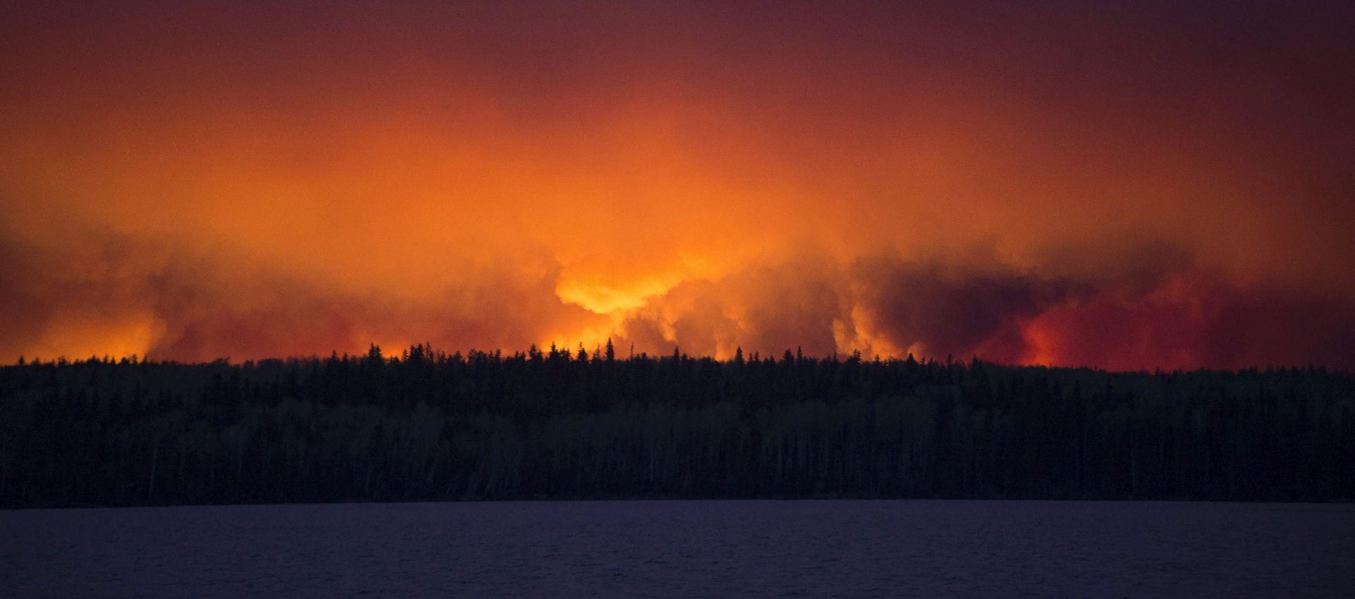 GORI PODRUČJE VEĆE OD NEW YORKA Kanadski stručnjaci: Požar bi se u sljedeća 24 sata mogao udvostručiti