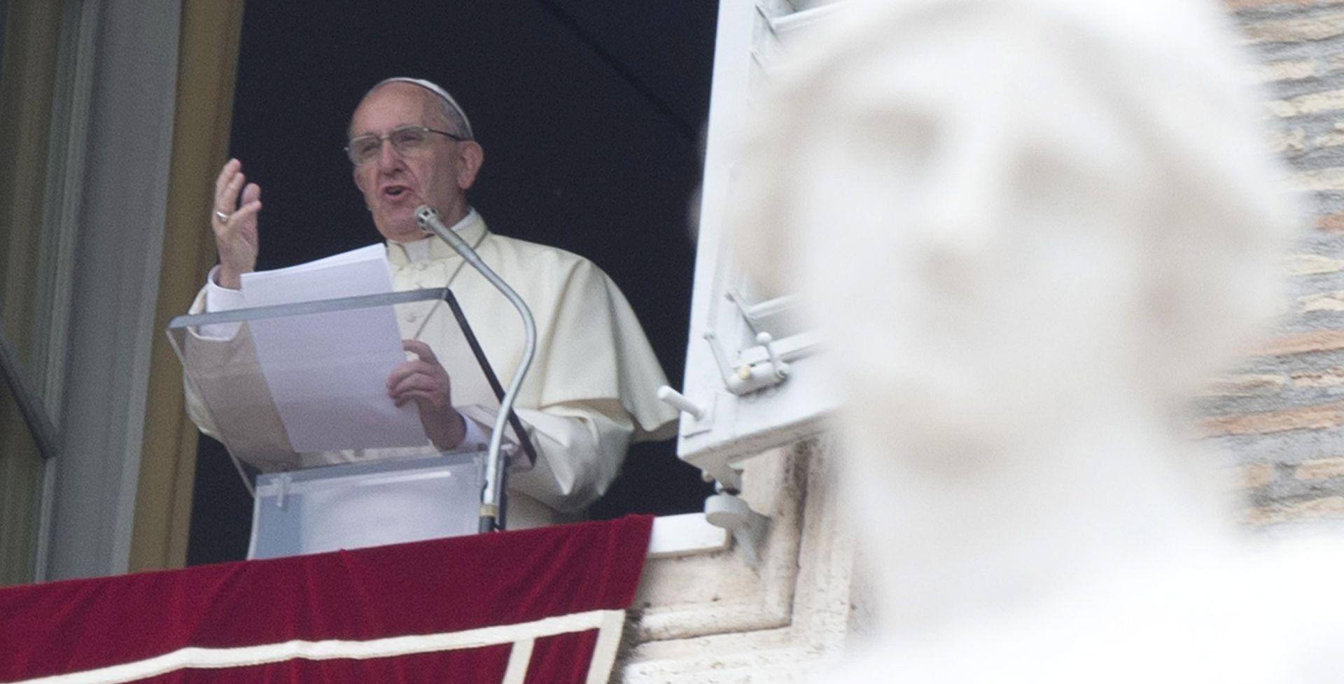 Papa Franjo otvara put ženama u svećeničku službu