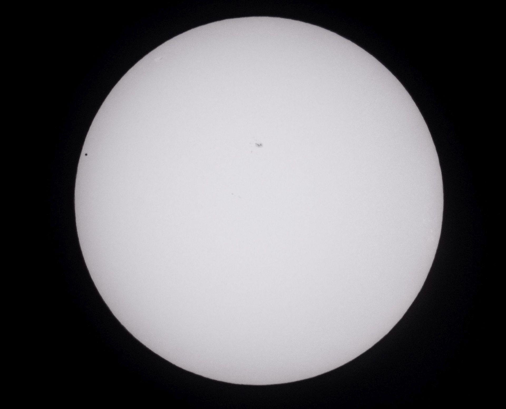 Merkur u tranzitu između Zemlje i Sunca