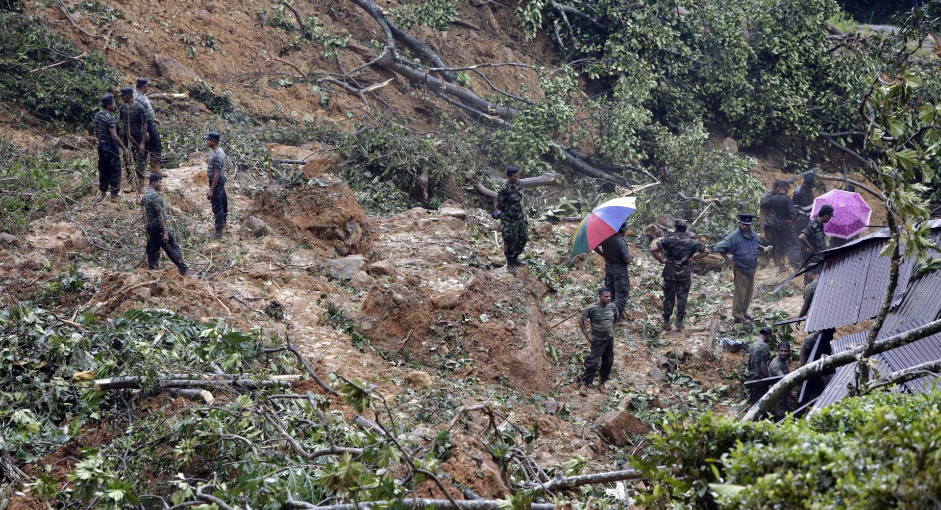 ŠRI LANKA Spasitelji tragaju za više od 100 nestalih u odronima zemlje