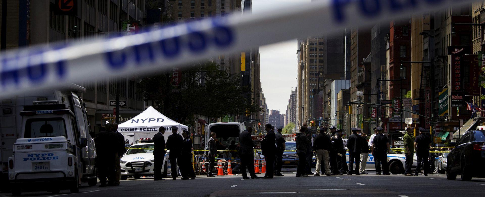 PUCNJAVA NA MANHATTANU Ubijen muškarac koji je policajce napao s nožem