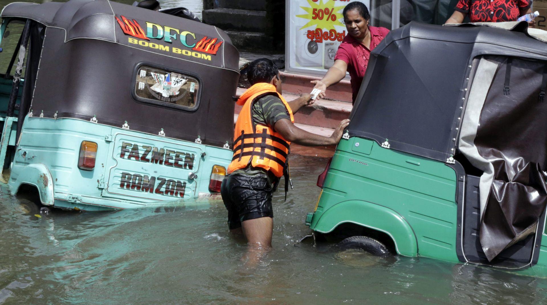 CIKLONA ROANU Najmanje 14 mrtvih u Bangladešu, pola milijuna ljudi napustilo svoje domove