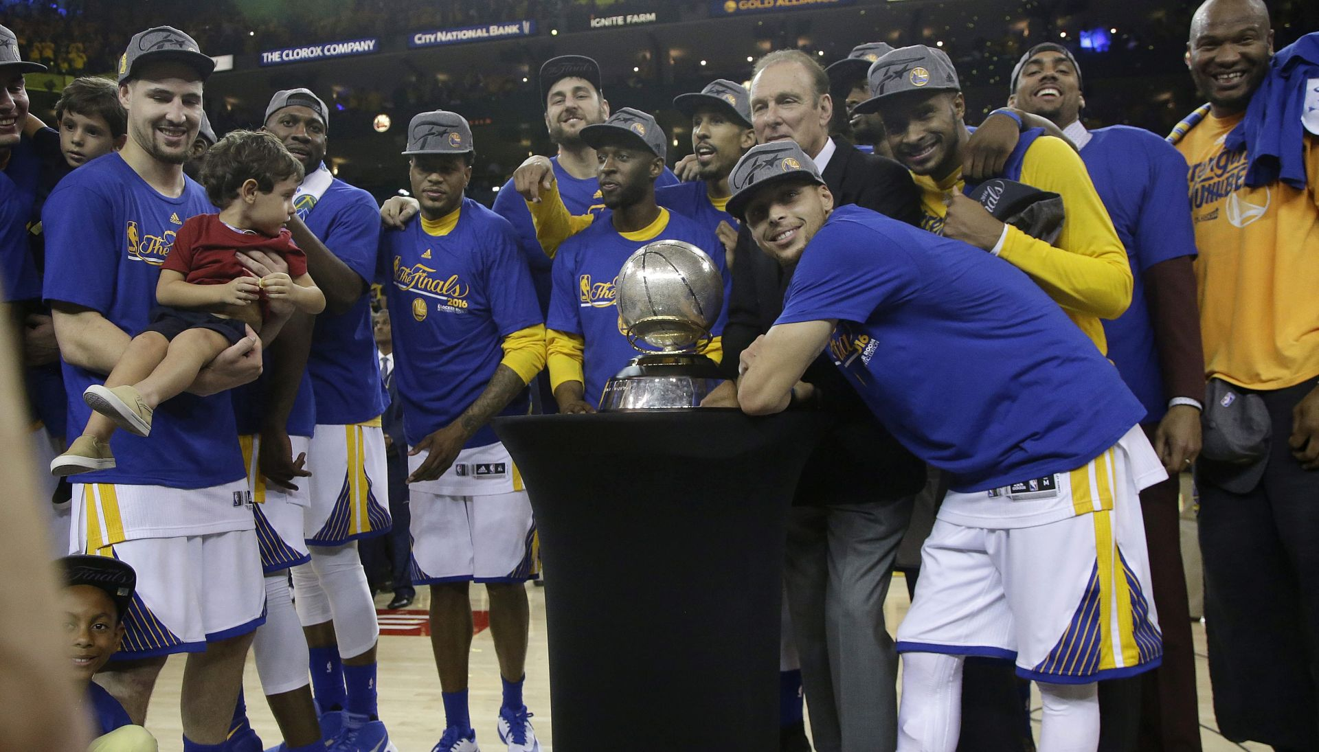 VIDEO: ČUDESNI PREOKRET AKTUALNIH PRVAKA Golden State Warriors u finalu
