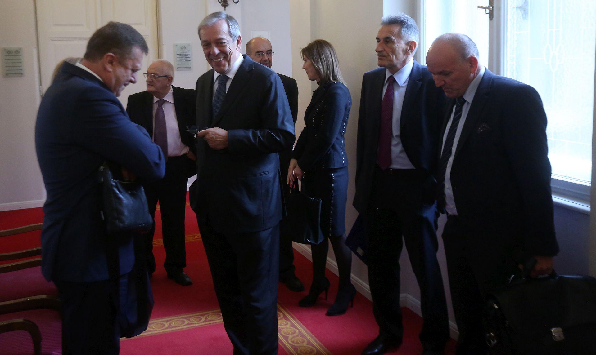 POSLJEDNJA SKUPINA: Kandidati za ustavne suce čekali dva i pol sata