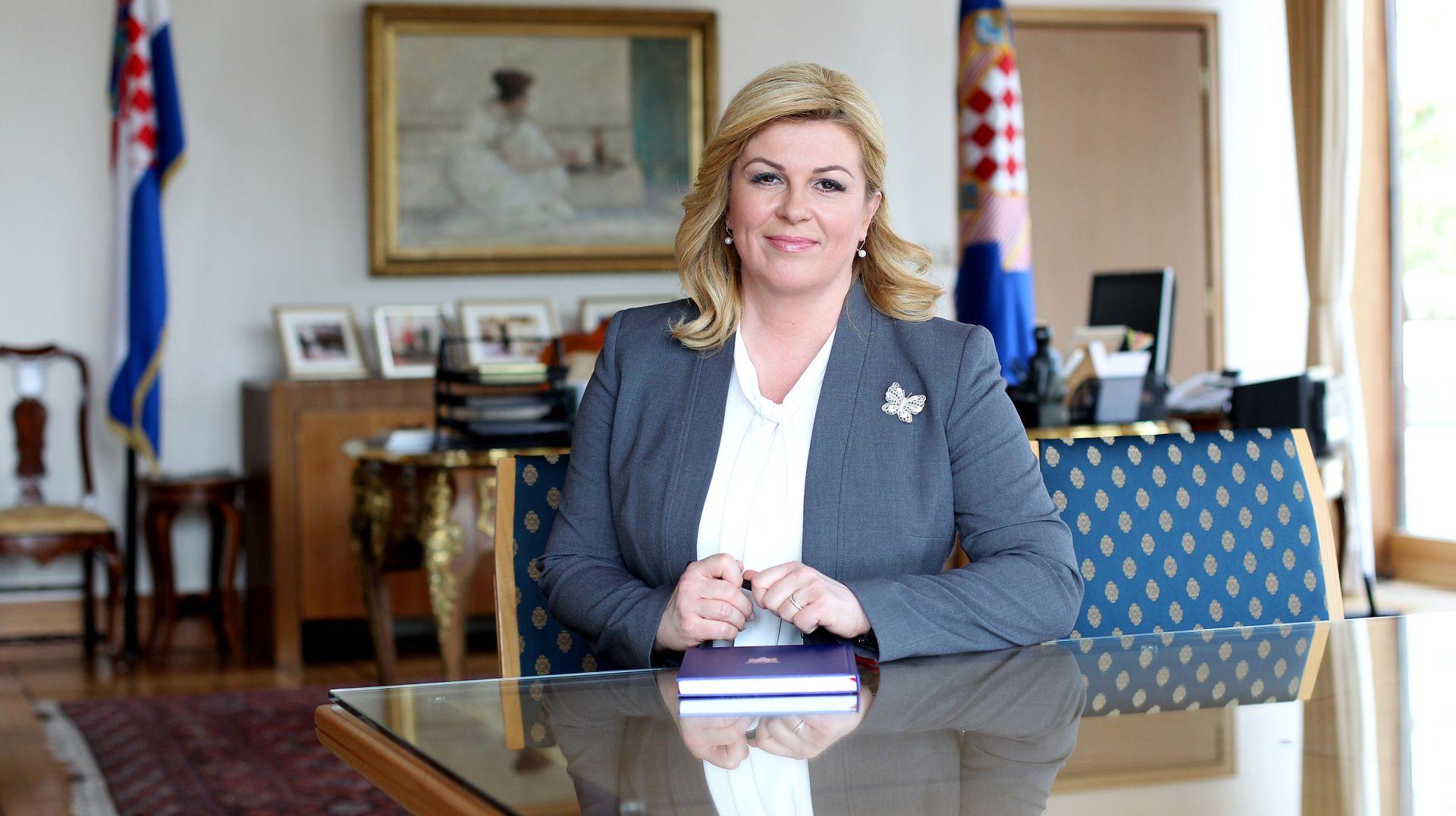 """Predsjednica Grabar-Kitarović obratila se naciji: """"Trgnite se! Zaustavite međusobne svađe i uhvatite se posla!"""""""