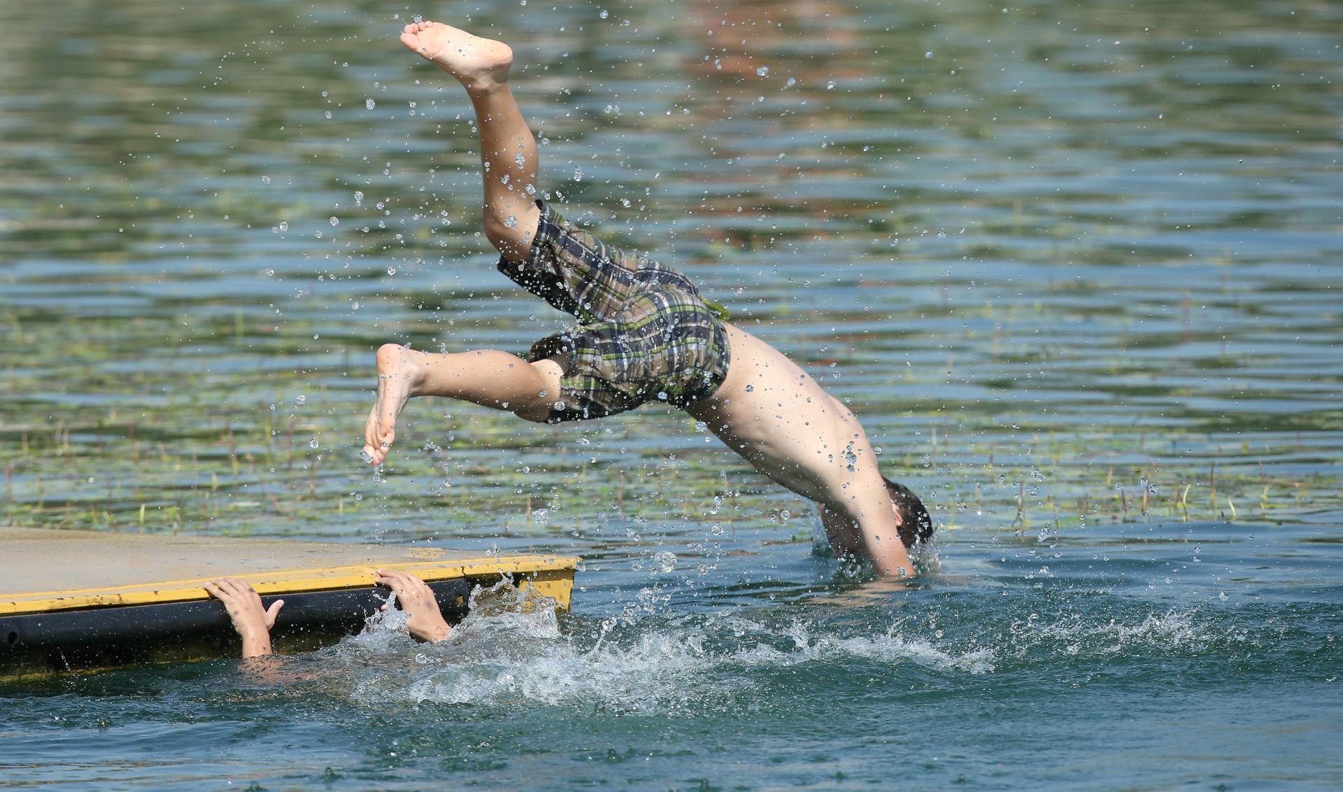 Od 1. lipnja na dvije lokacije na Jarunu i na Bundeku kupanje na vlastitu odgovornost