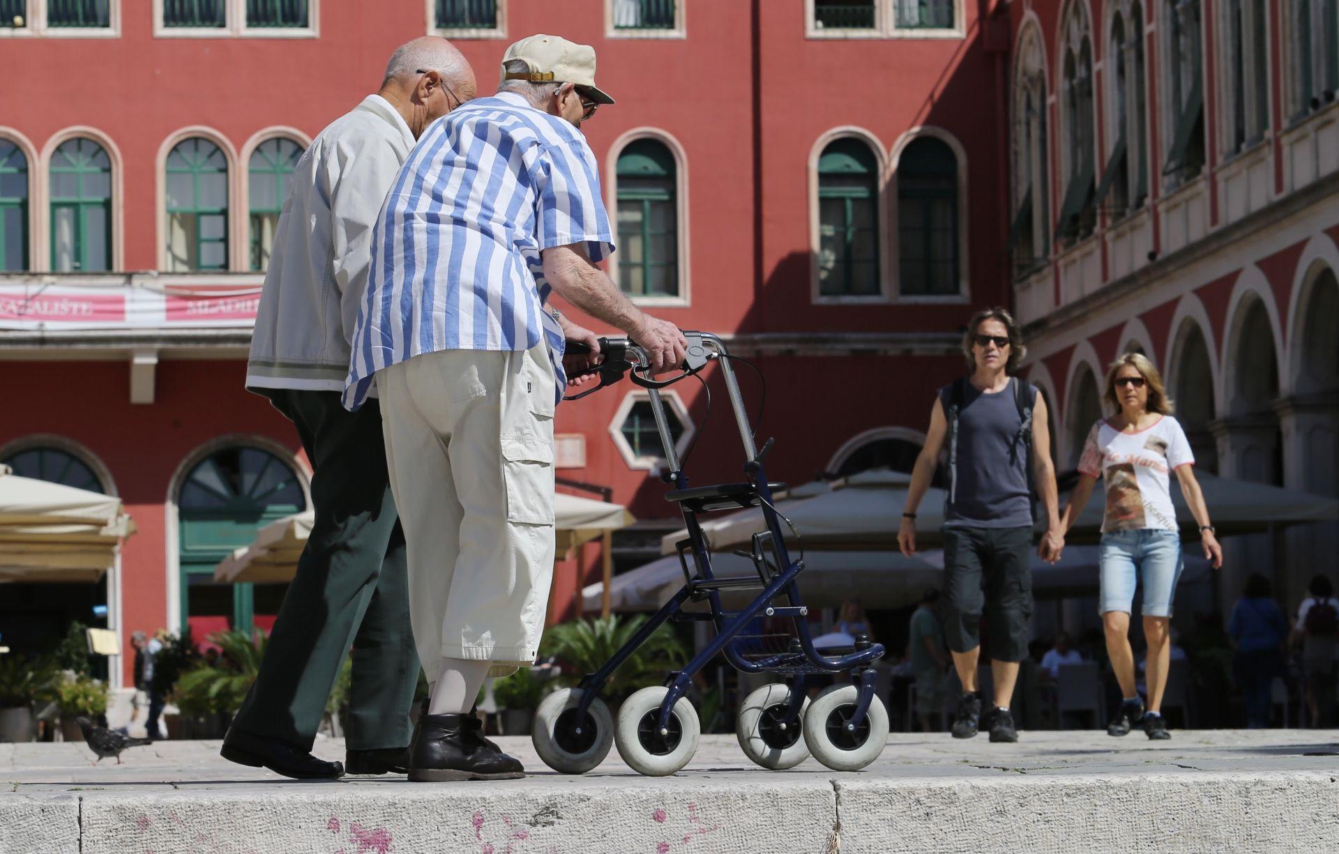Cantone: Pogrešno je financijsku krizu rješavati rezanjem mirovina i zdravstvenih usluga