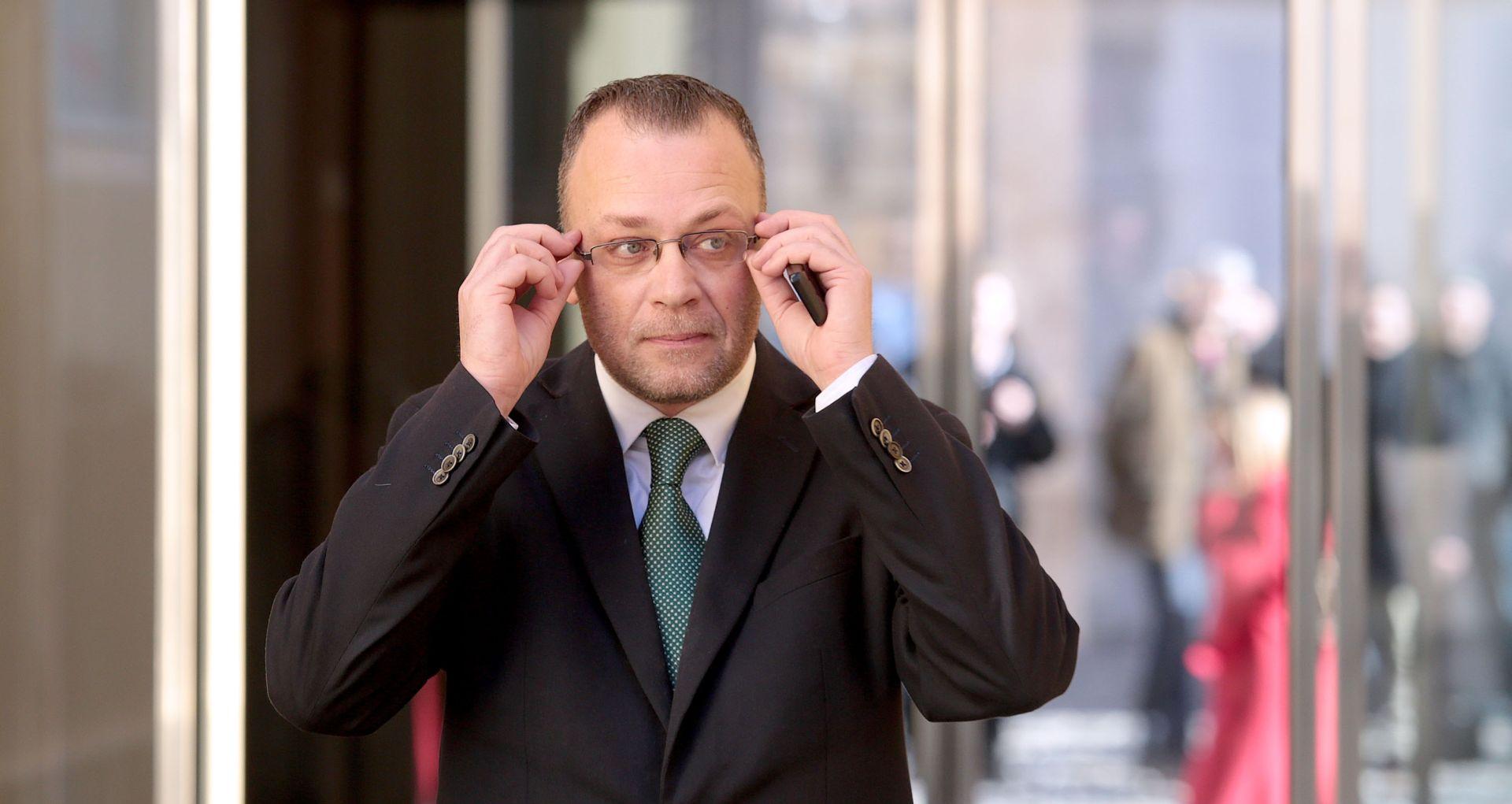 Hasanbegović: Ministarstvo neće plaćati financijski reket ni lijevim ni desnim glasilima