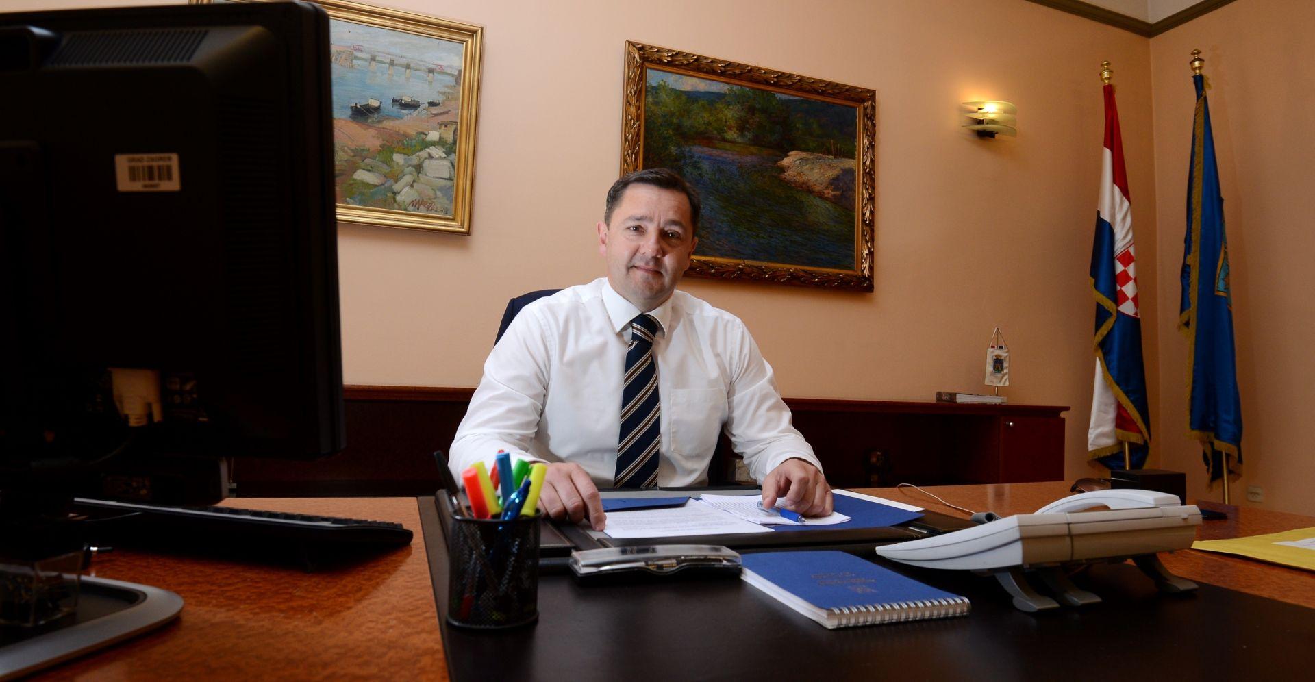 ANDRIJA MIKULIĆ 'Podržavam sve što je rekao Karamarko'