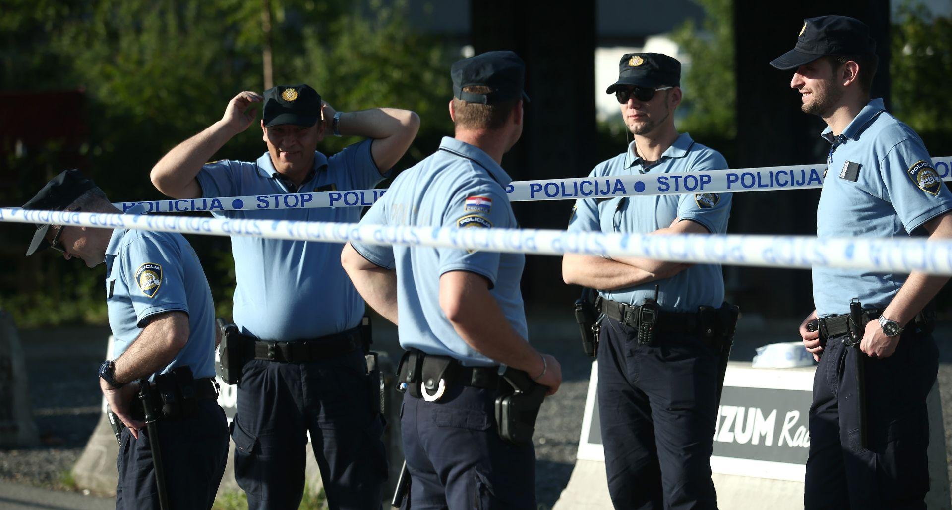 """FOTO: DELOŽACIJA U ZAGREBU Na terenu 60 policajaca; Brčina: """"Iz kuće me mogu iznijeti, ali samo mrtvog"""""""