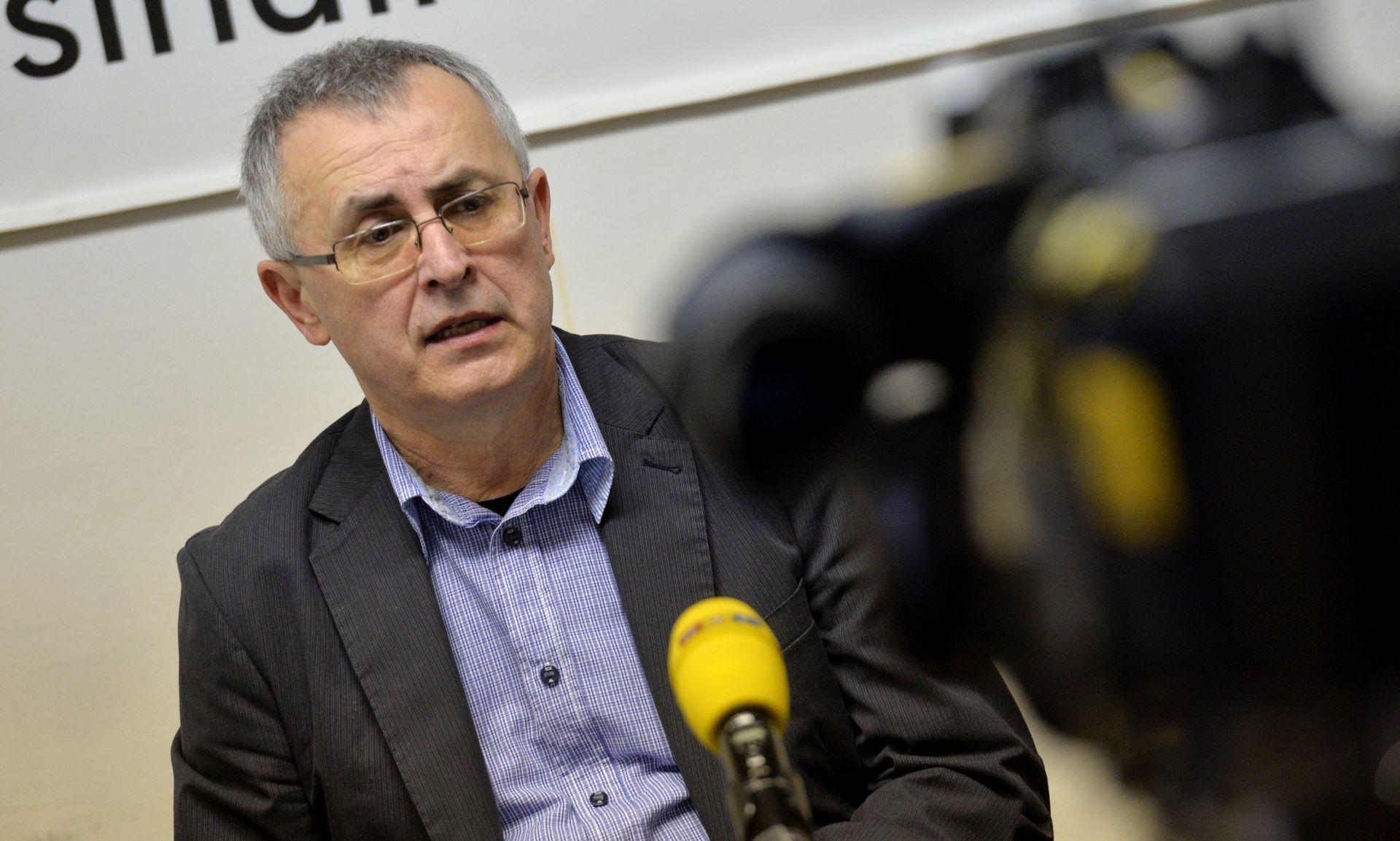 BEZAKONJE U ŠKOLAMA Stipić: 'Ministar Šustar može napraviti jako puno, vremena je sve manje'