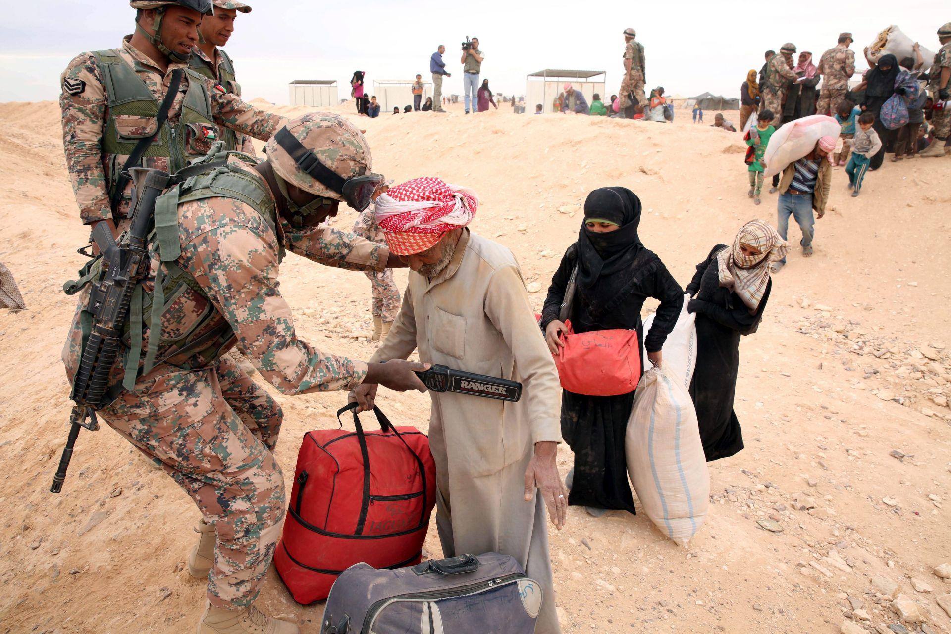 MIRNO POVLAČENJE: Militanti Al Kaide napuštaju dva jemenska grada