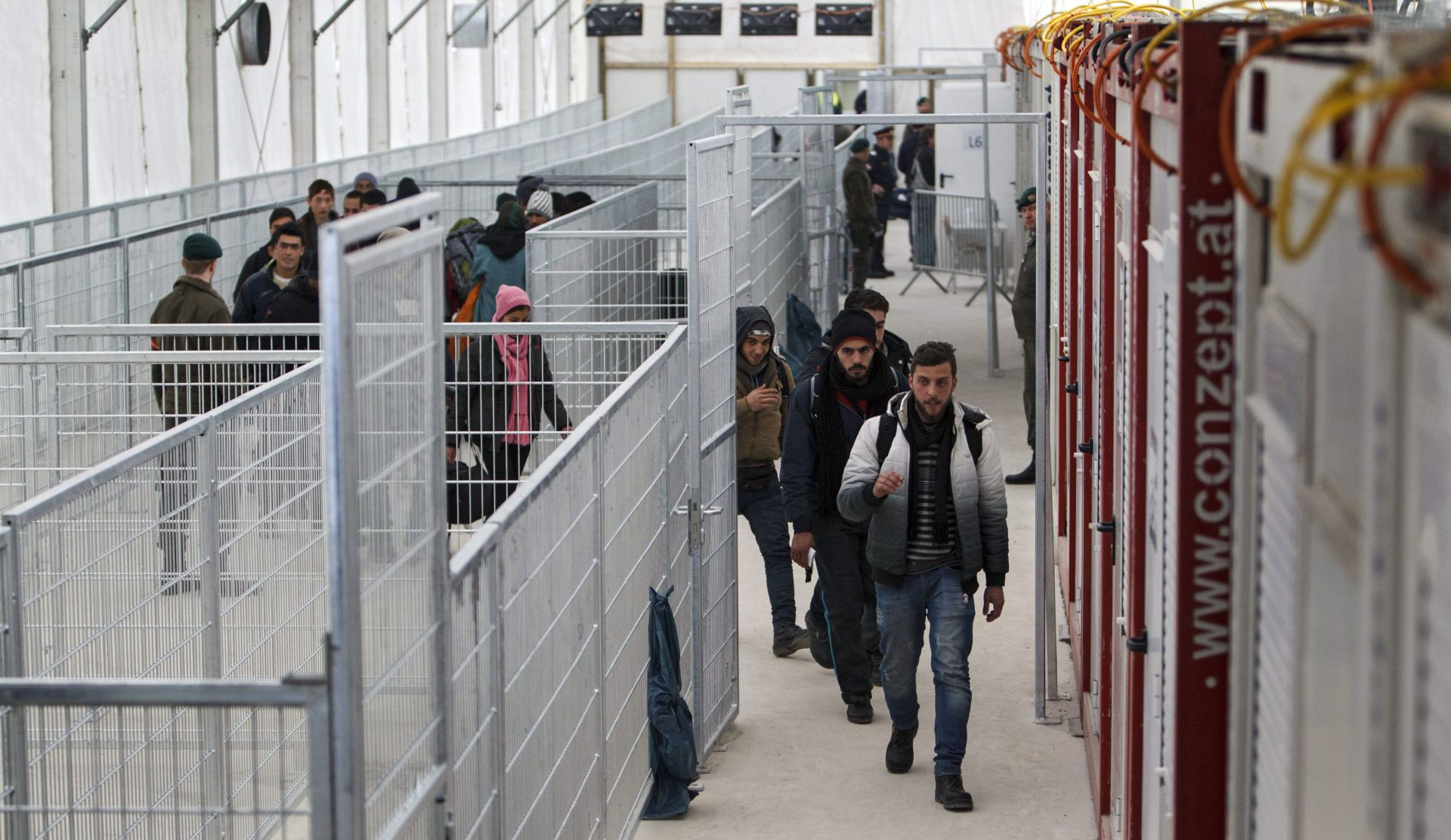 SLOVENSKA POLICIJA:  Deset Pakistanaca ilegalno ušlo iz Mađarske