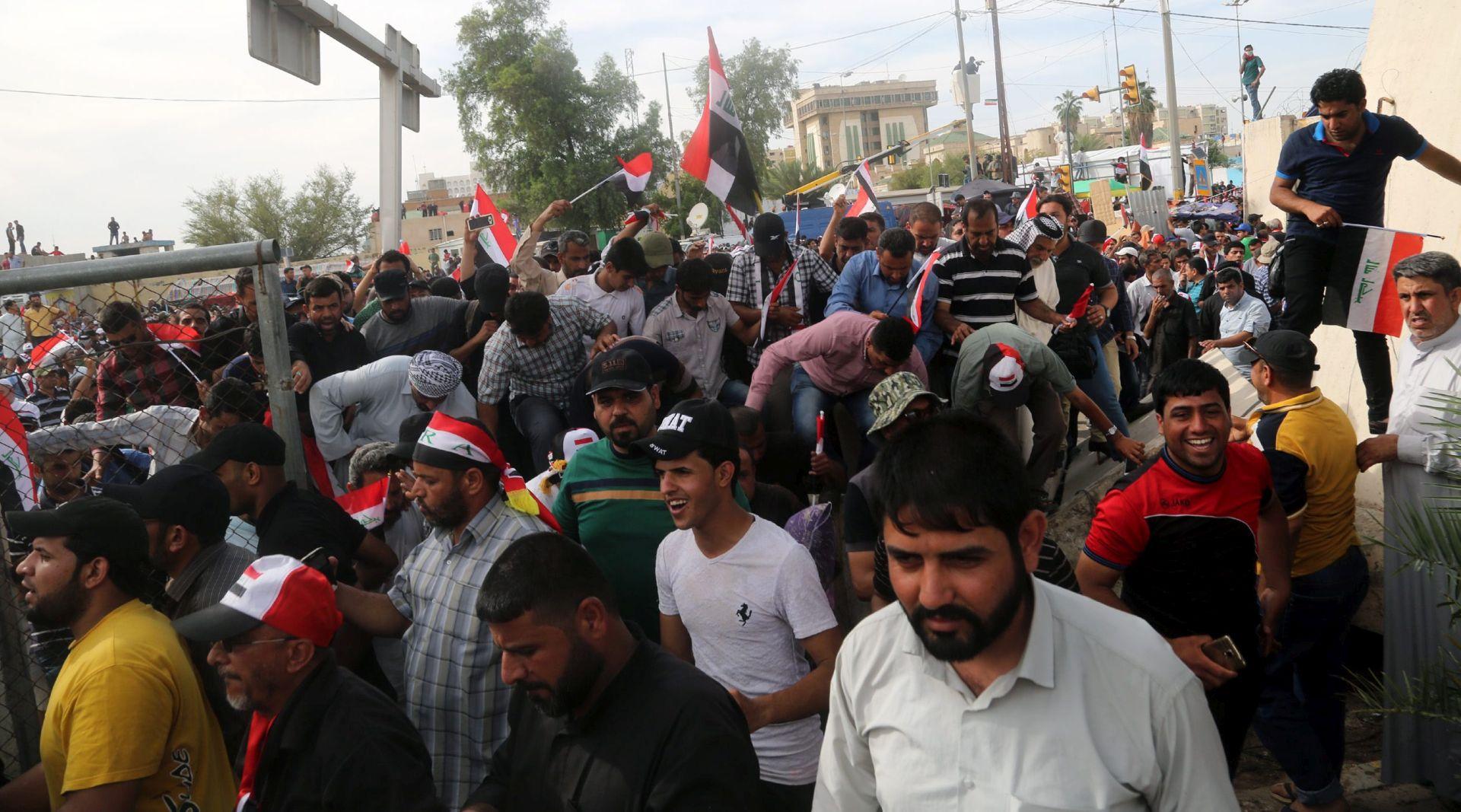 ZAUZELI URED PREMIJERA: Deseci ozlijeđenih u prosvjedu u Bagdadu