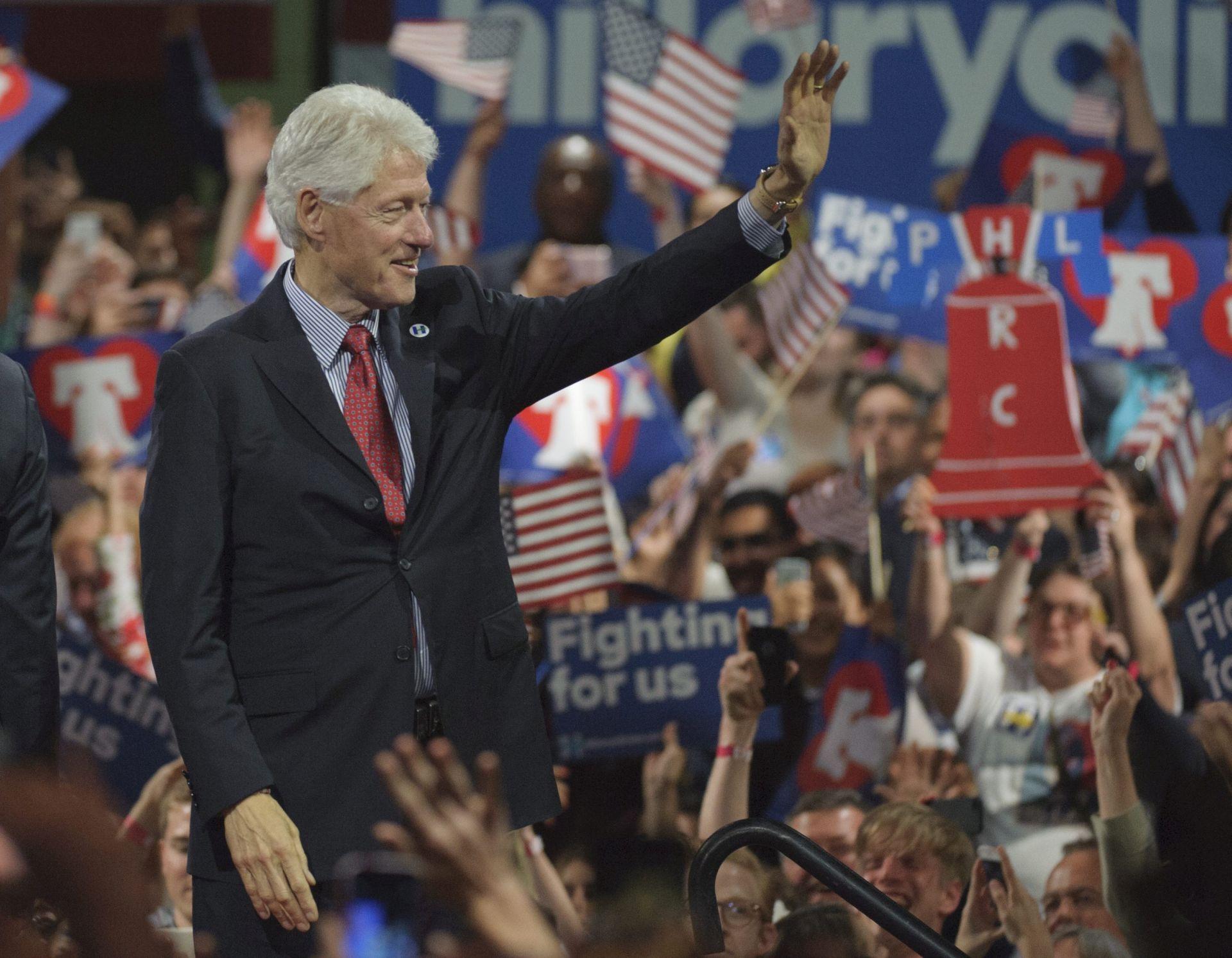 OBJAVLJENI PRIHODI: Hillary i Bill Clinton 2015. godine zaradili 10,6 milijuna dolara