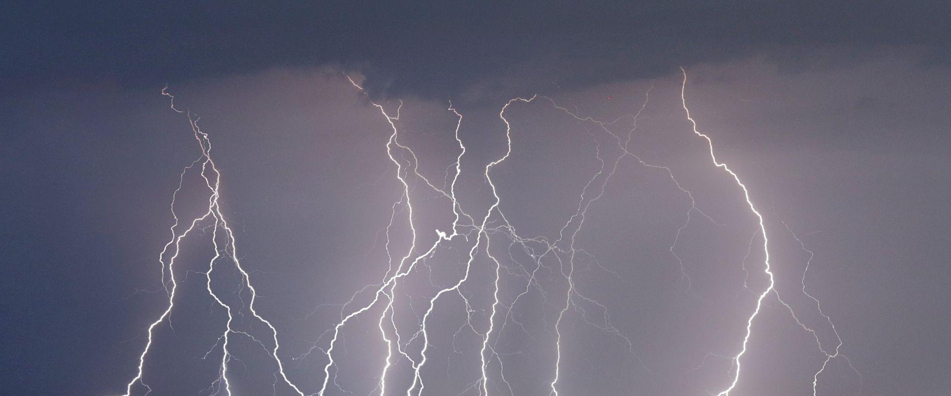 NAKON SUNČANOG DANA: Navečer stižu jake grmljavinske oluje