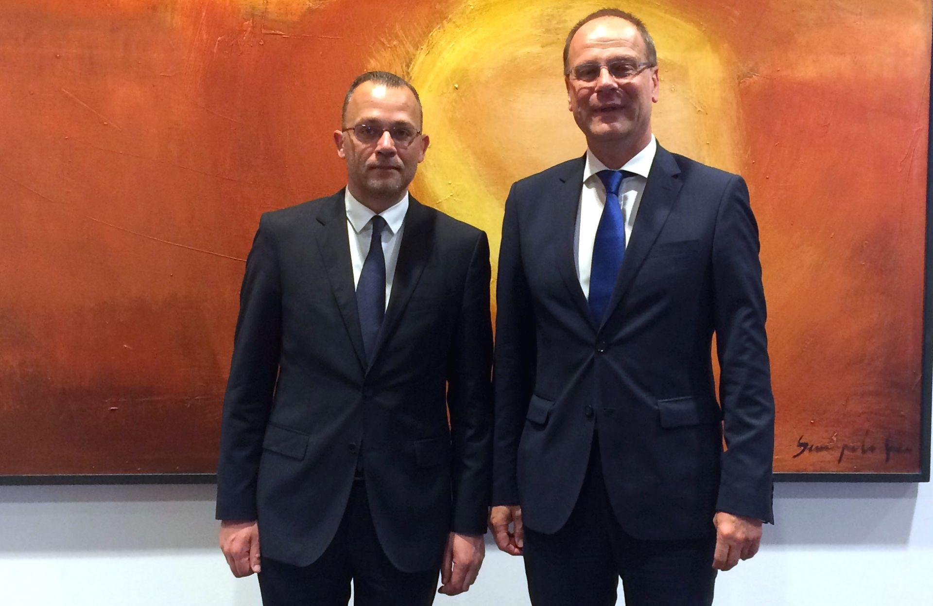 Hasanbegović s povjerenikom Navracsicsem: 'O političkoj situaciji u Hrvatskoj'