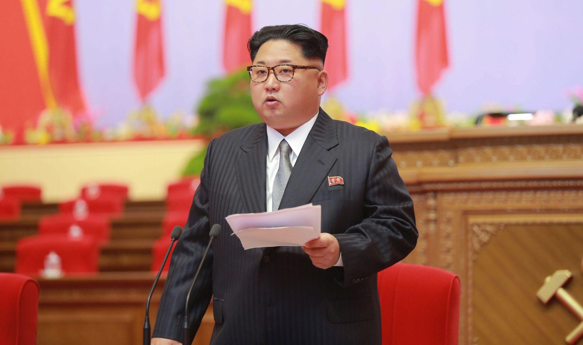 """KIM JONG-UN """"Sjeverna Koreja sada je vojna snaga na Istoku i najjači neprijatelji ne mogu nam ništa"""""""
