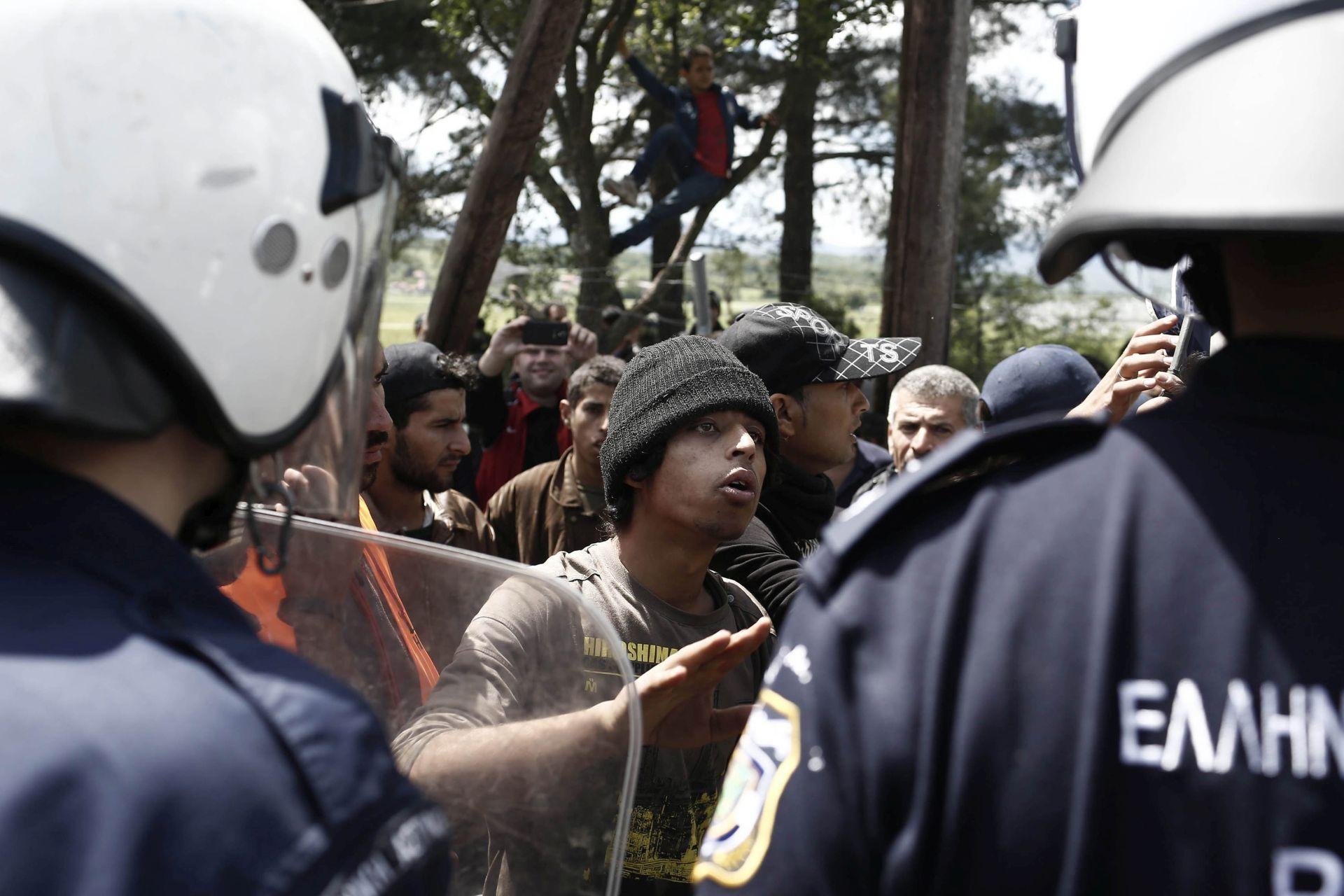 """Grčka: Evakuacija izbjegličkog kampa Idomeni odvija se """"polako i mirno"""""""