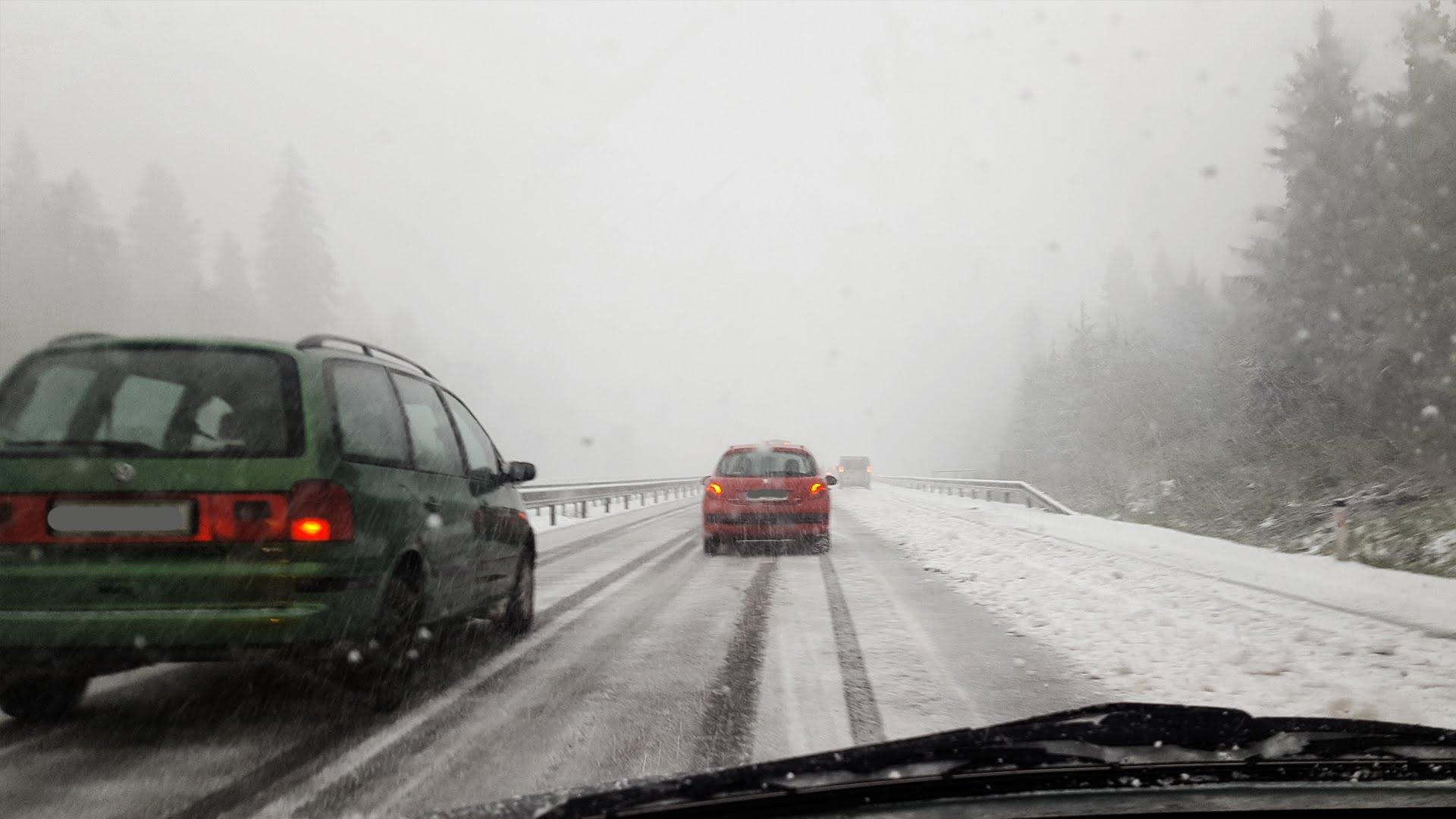 BIJELO PROLJEĆE: Snijeg paralizirao Sloveniju, prijeti izlijevanje rijeka i poplave, proglašena opasnost od lavina