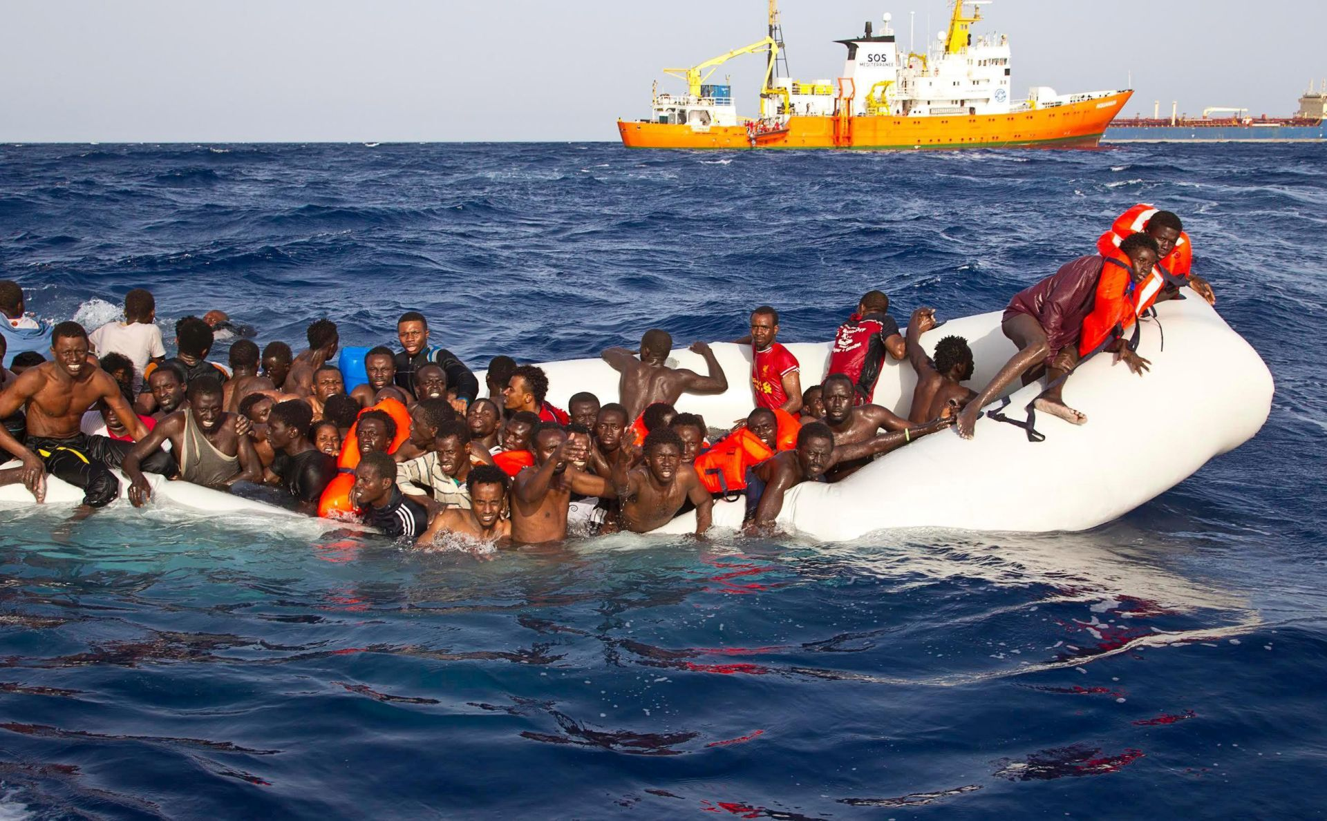 OBALNA STRAŽA: Kod talijanske obale spašeno oko 1100 migranata