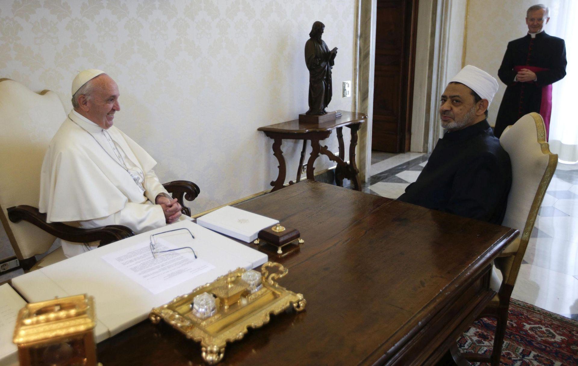 POVIJESNI SASTANAK: Papa Franjo i imam Al-Azhara