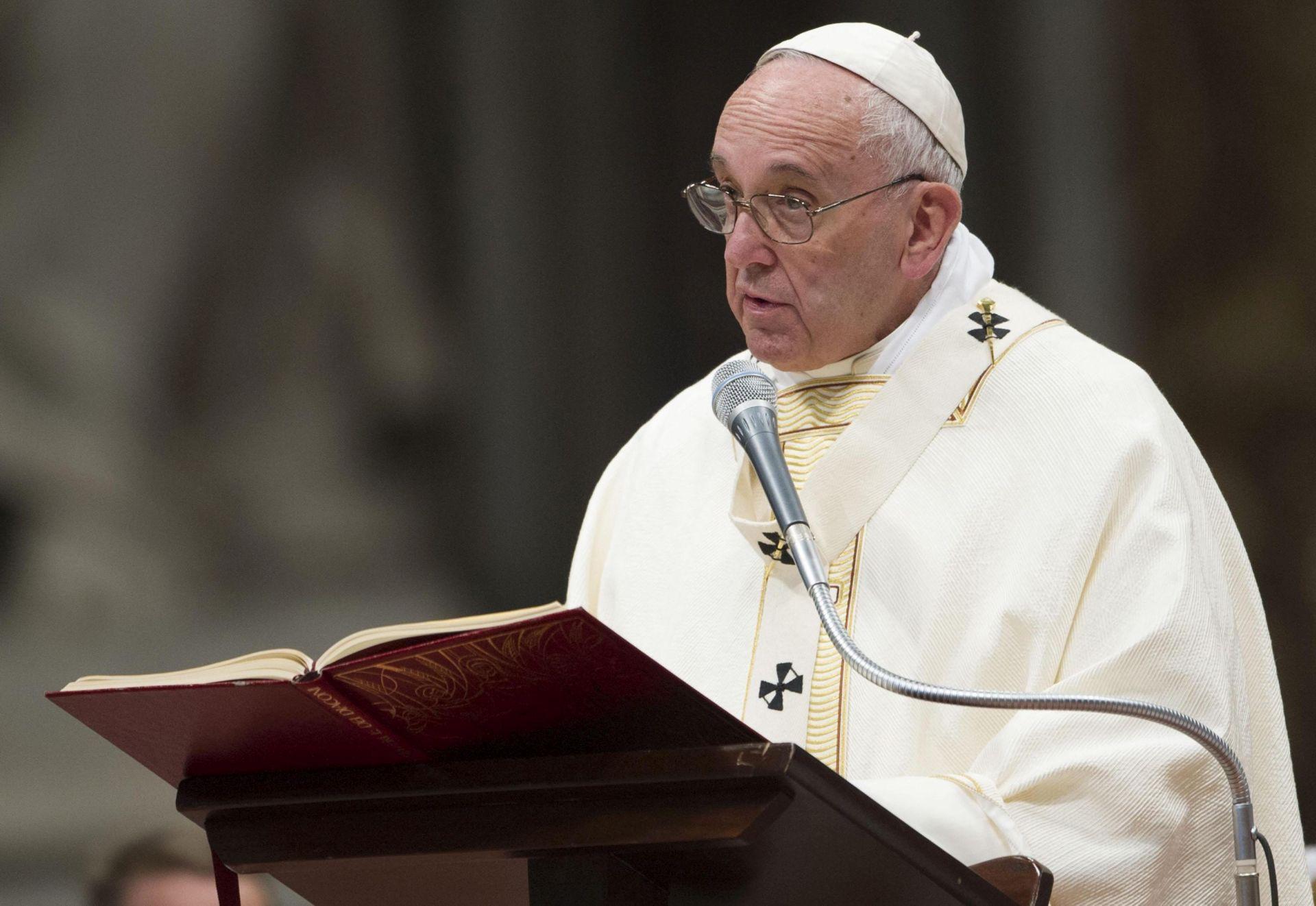BOMBARDIRANJA U ALEPU: Papa poziva strane na poštovanje primirja u Siriji