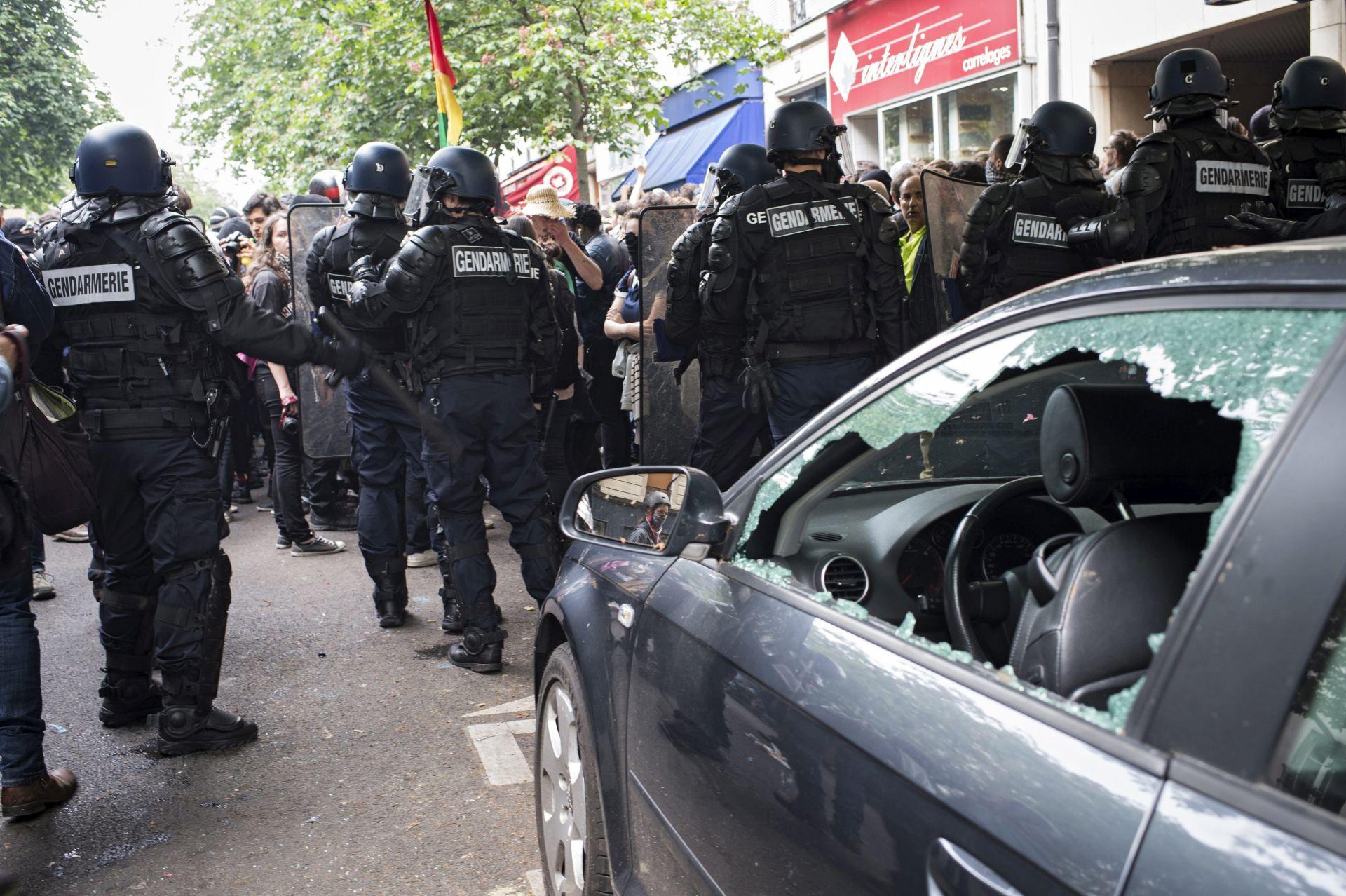 PROTIV ZAKONA O RADU: Sukobi policije i prosvjednika u Parizu