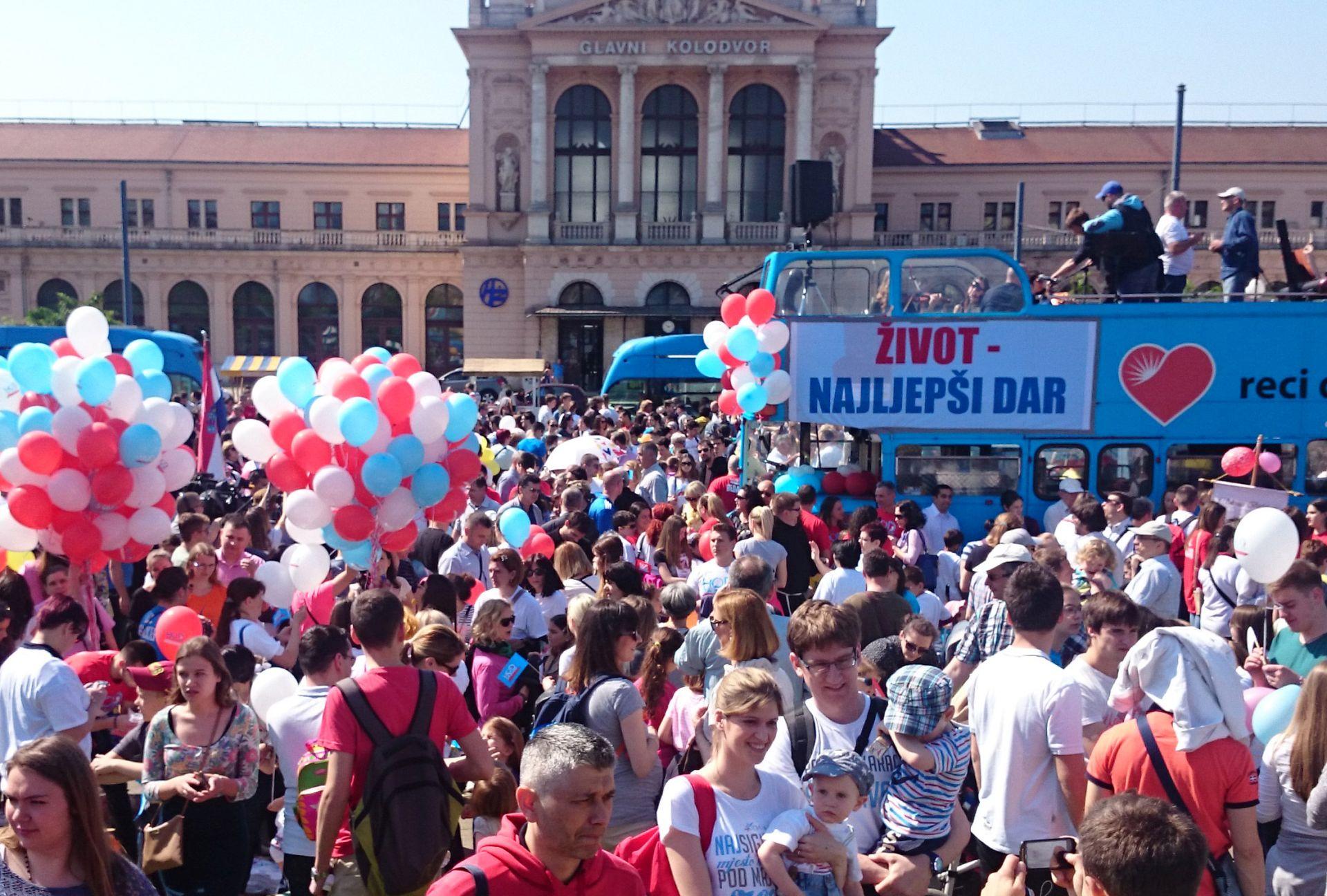 BEZ VEĆIH INCIDENATA: U Zagrebu prosvjedi protiv i za pravo na pobačaj