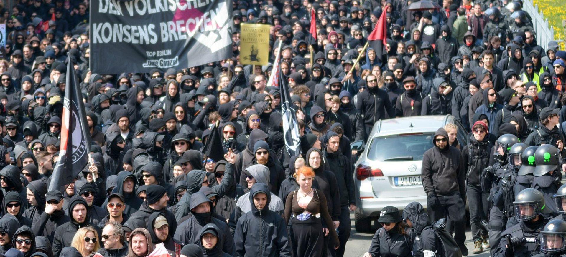 1. SVIBNJA DILJEM SVIJETA:  izgredi u Istanbulu, pariška povorka uz jake snage sigurnosti