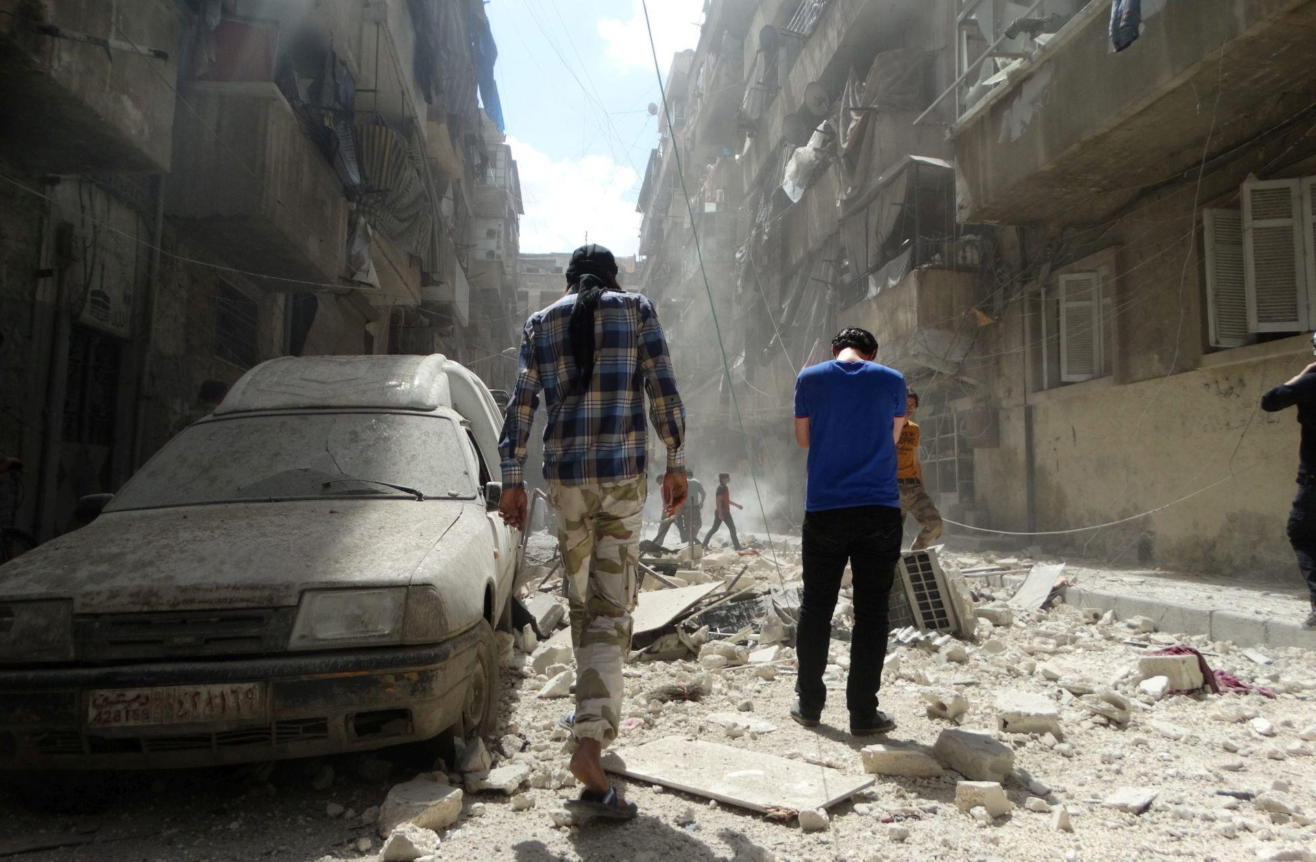 WASHINGTON: Zahtijeva se prekid bombardiranja na Alep, stanovnici bježe iz pakla