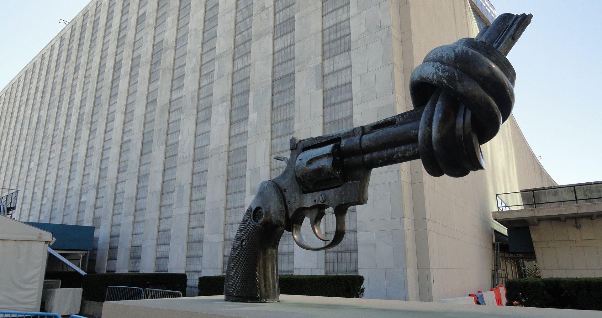 CARL FREDRIK REUTERSWARD Preminuo autor kultne skulpture 'Knotted Gun'