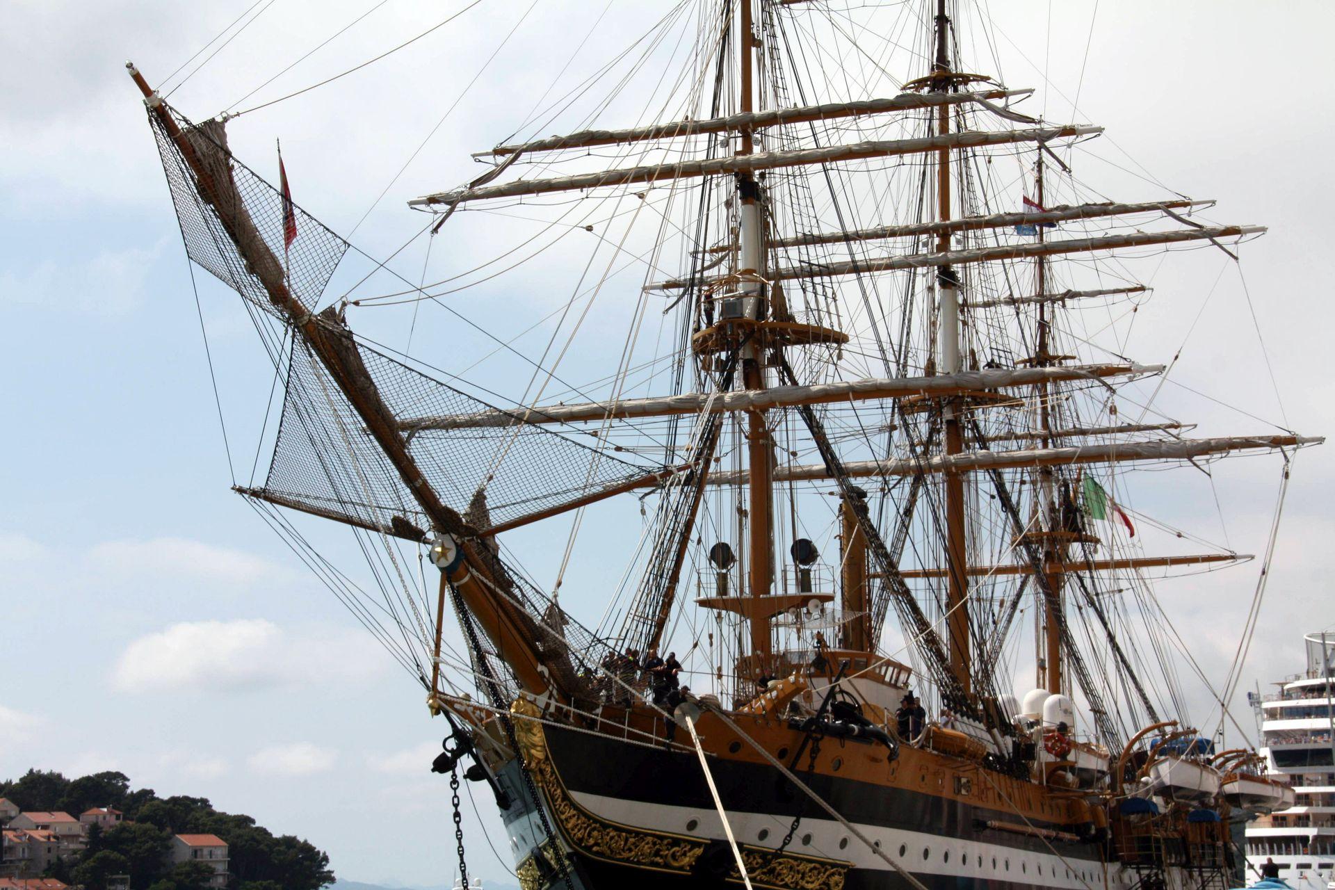 """Amerigo Vespucci: U Dubrovnik uplovio """"najljepši brod na svijetu"""""""