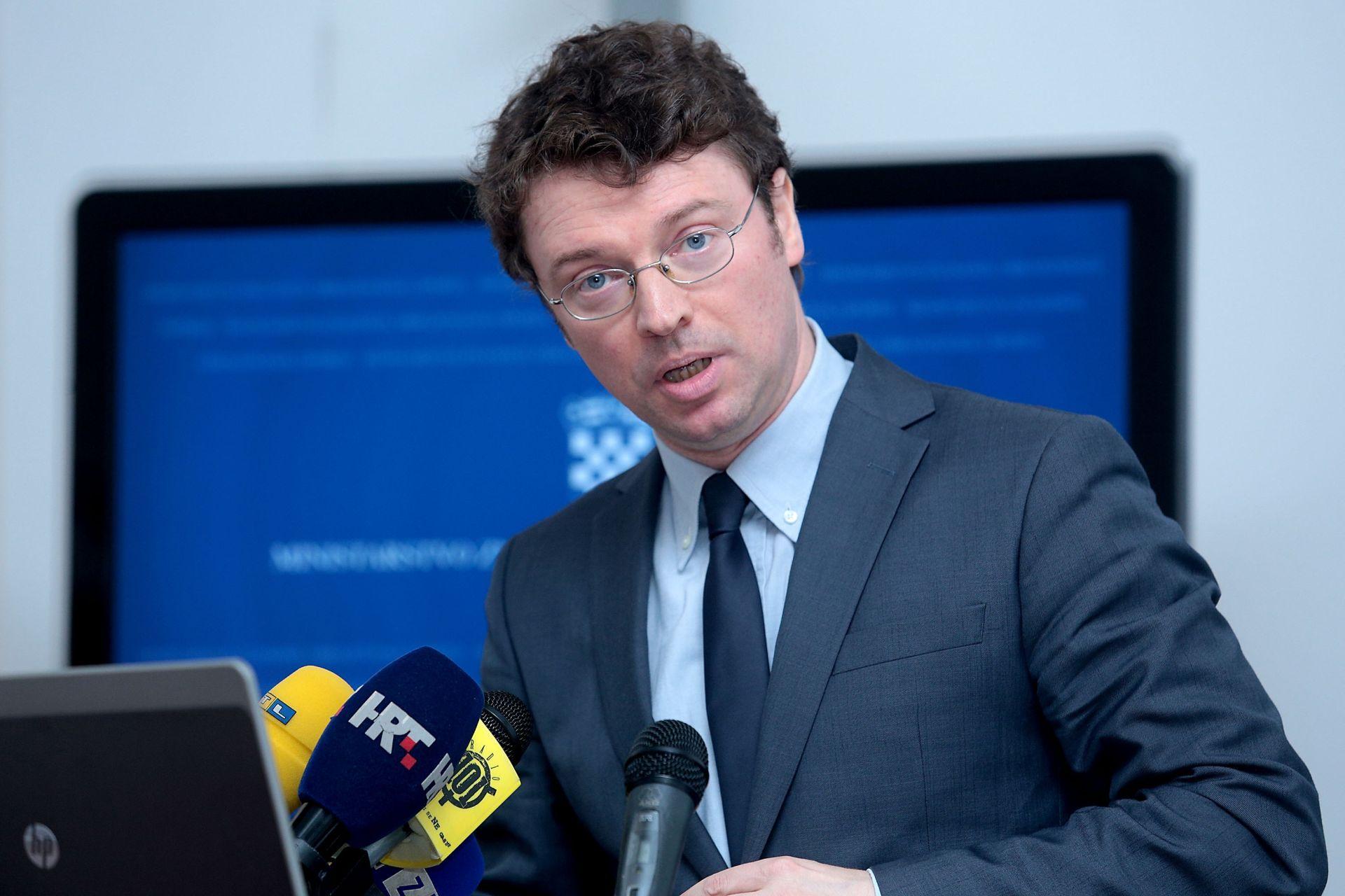 MINISTAR ŠUSTAR: U reformu obrazovanja uključiti i hrvatske kolege iz BiH