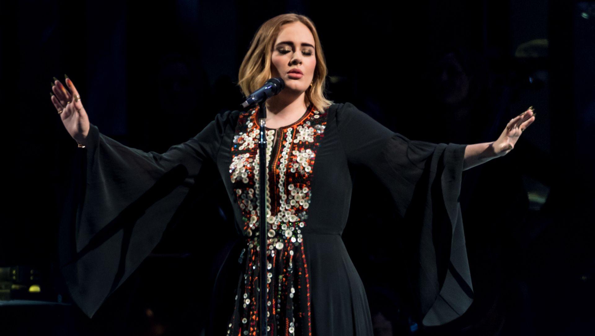VIDEO: Adele 'pokorila' Glastonbury