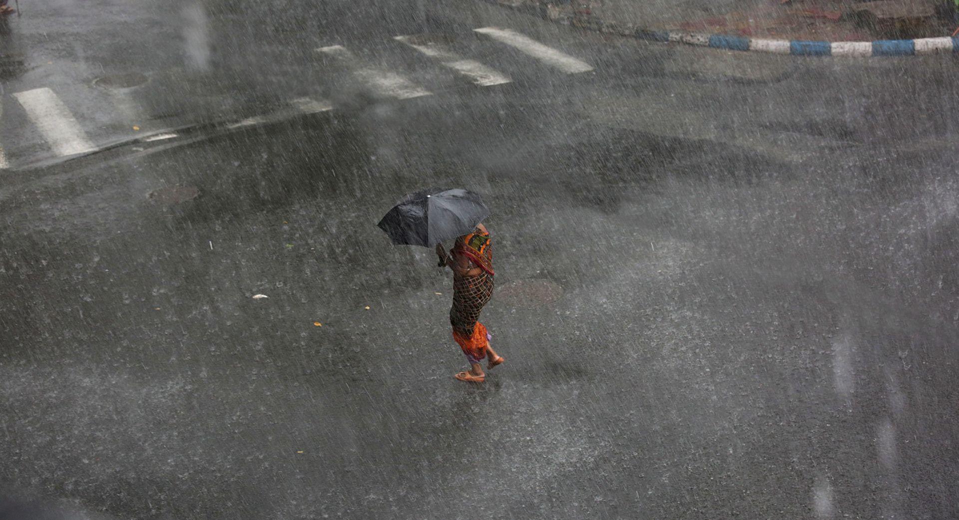 SEZONA MONSUNA U grmljavinskim nevremenima u Indiji poginulo najmanje 79 osoba