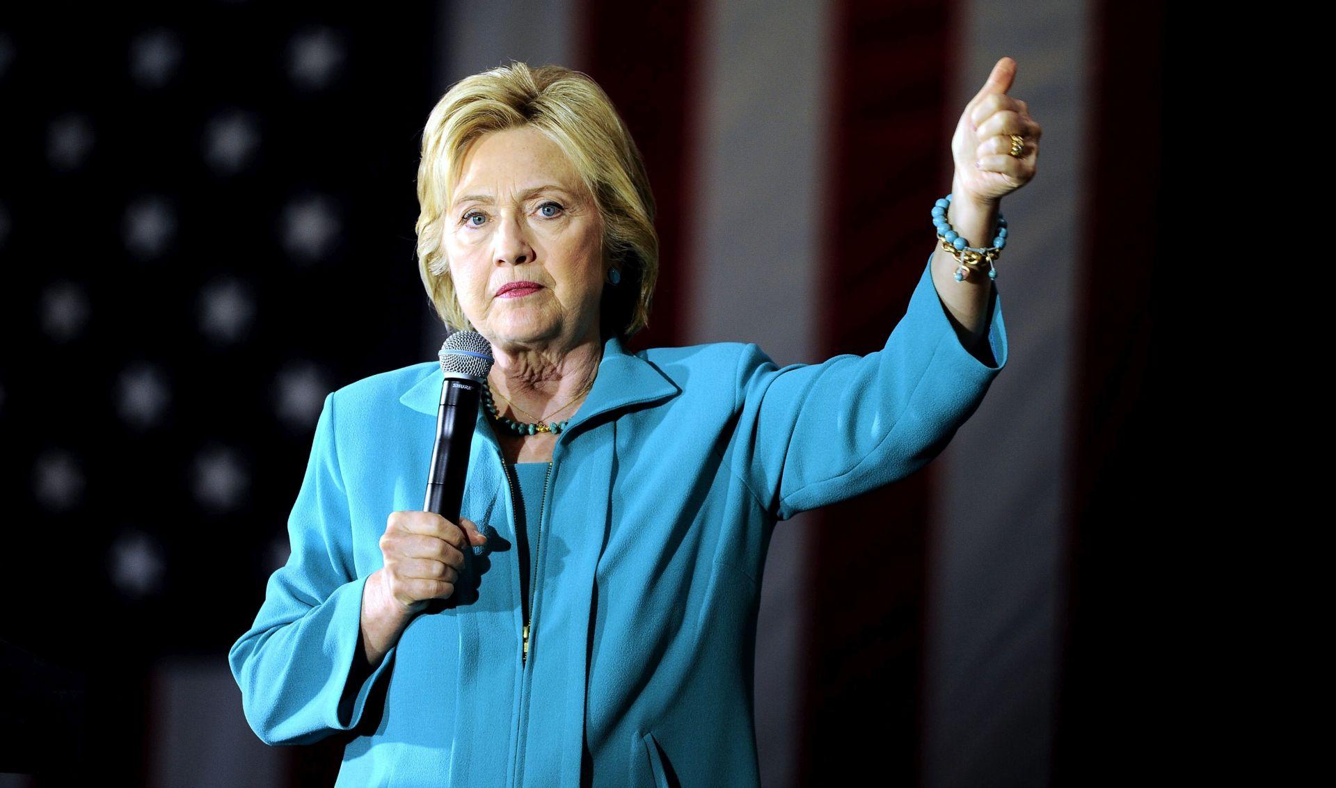 PREDSJEDNIČKI IZBORI Clinton nakratko prekinula kampanju kako bi proslavila naslov Cubsa